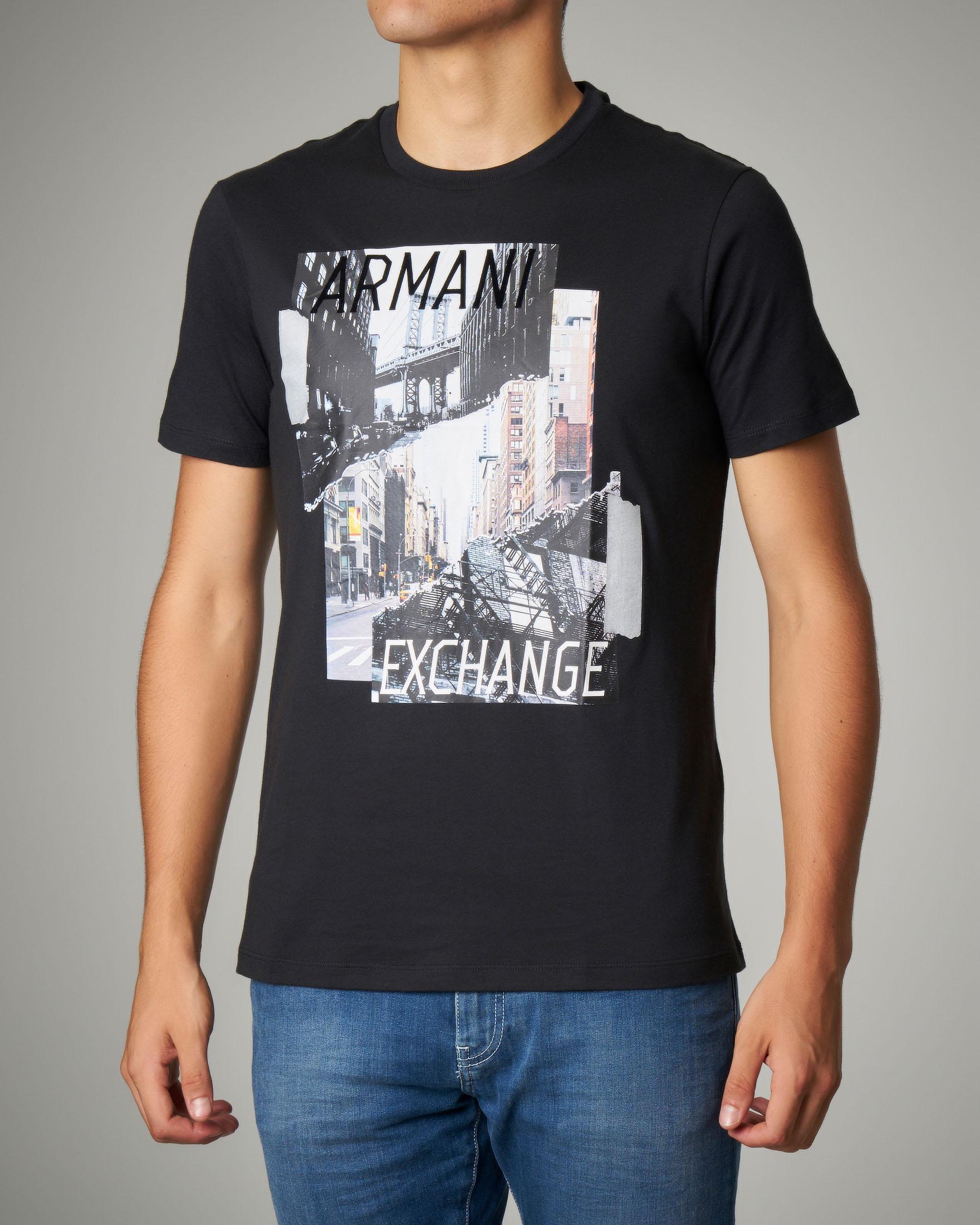 T-shirt nera con stampa fotografica