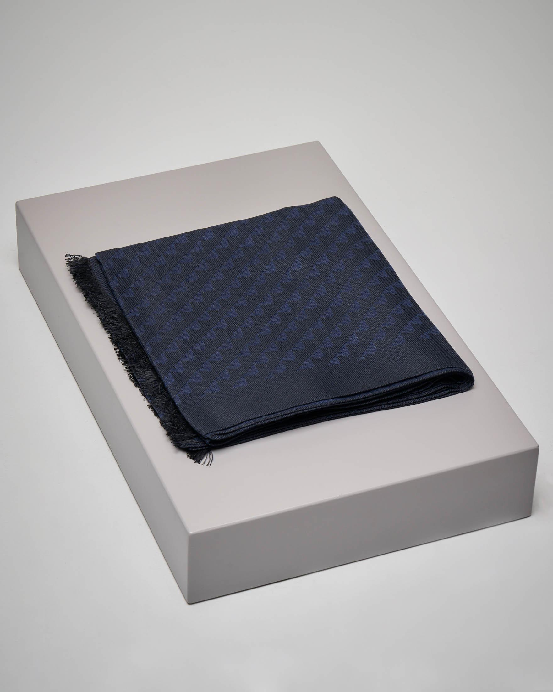 Sciarpa blu con aquilette tono su tono