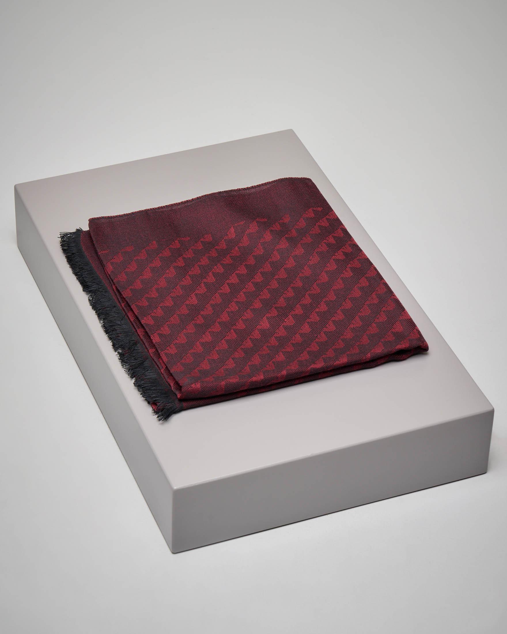 Sciarpa bordeaux con aquilette tono su tono