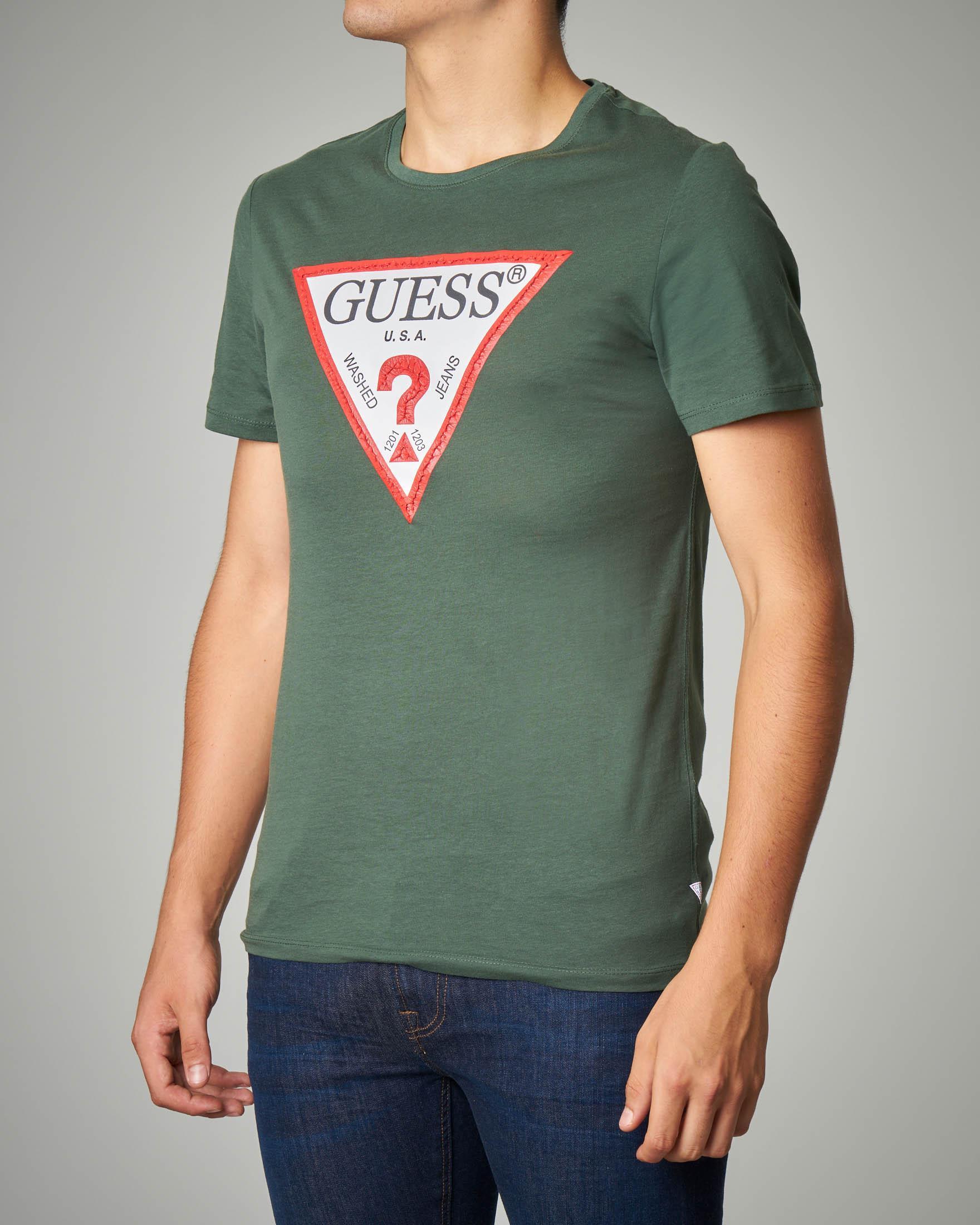 T-shirt verde militare con logo triangolo