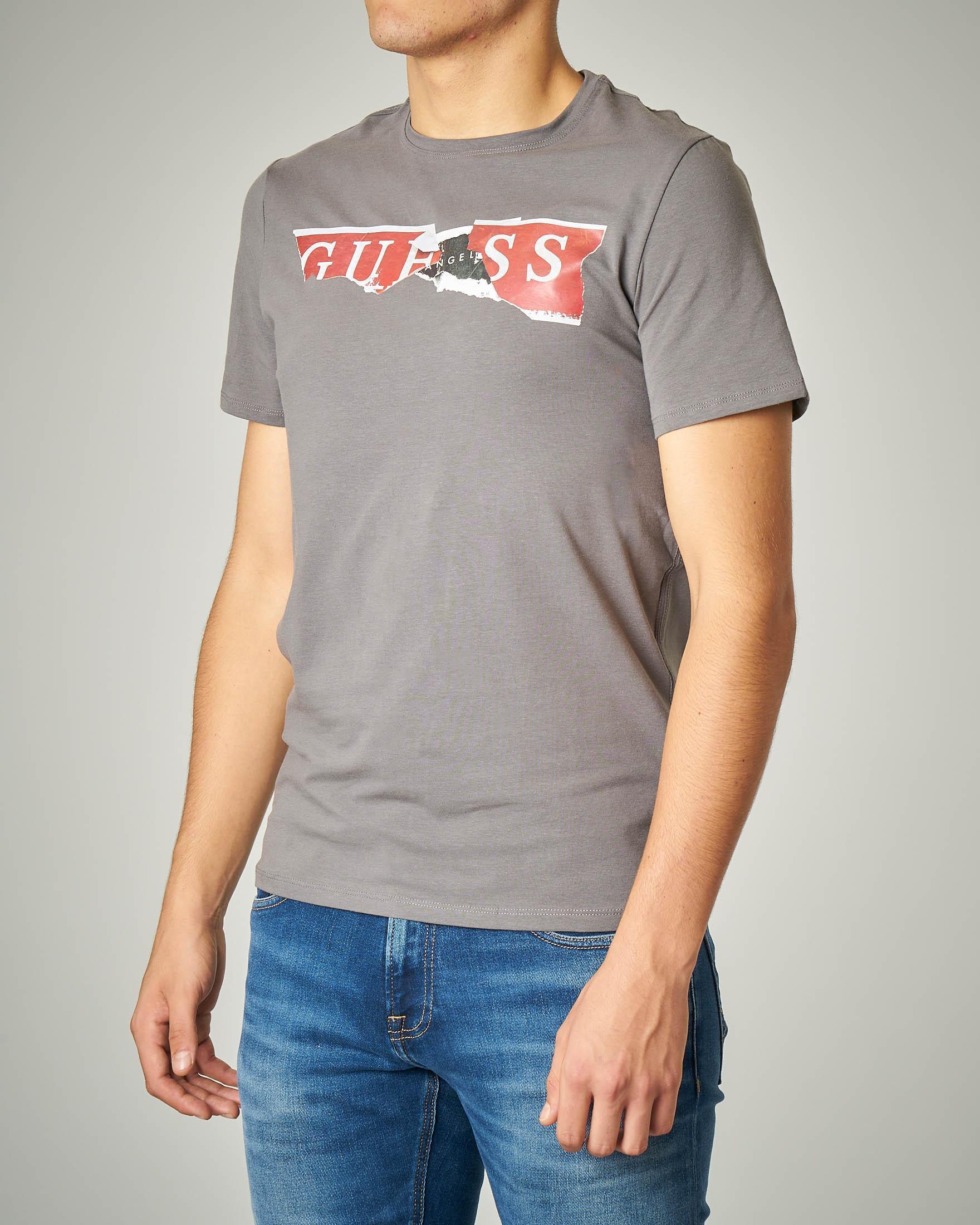 T-shirt grigia con logo strappato