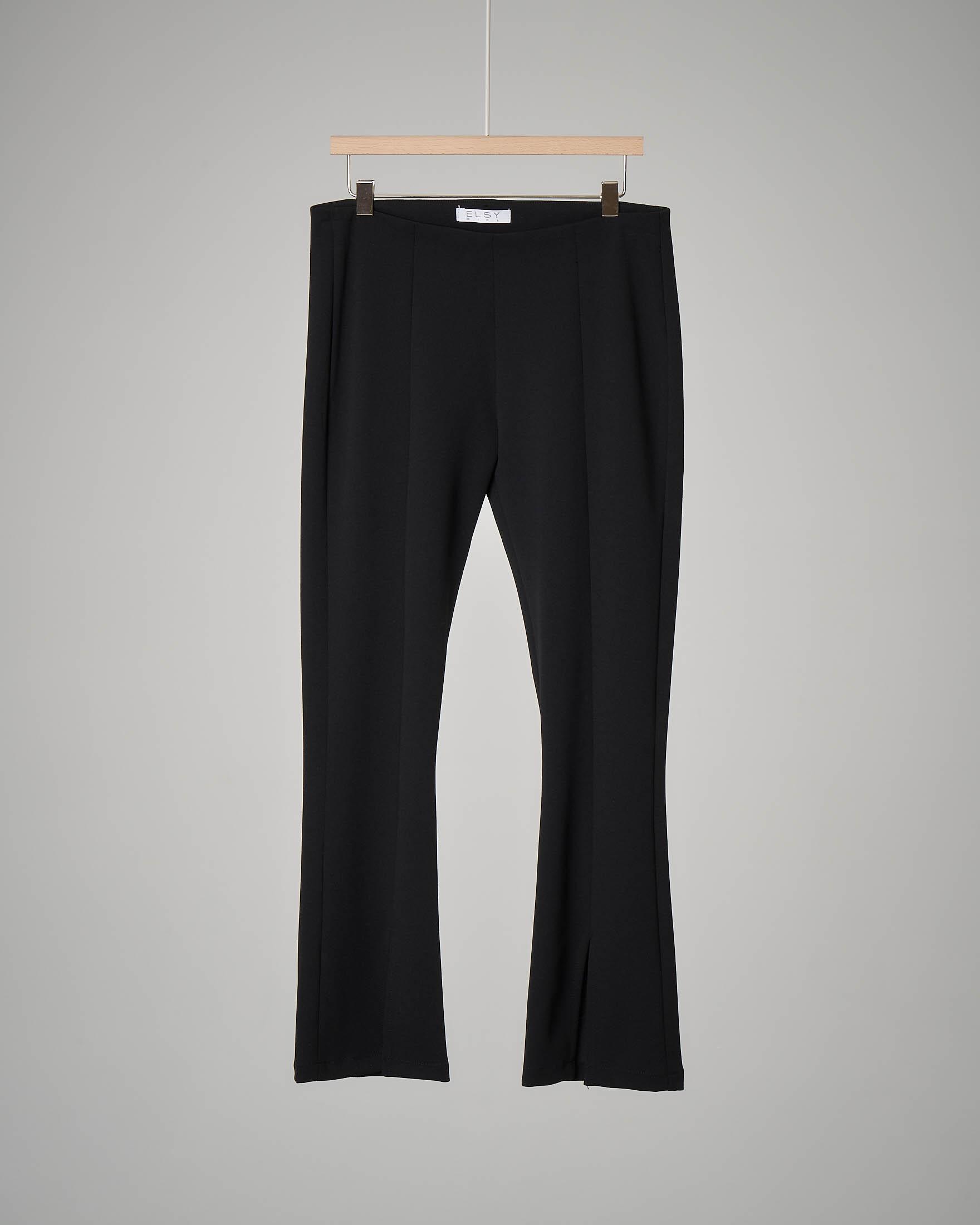 Pantalone nero flare con piercing