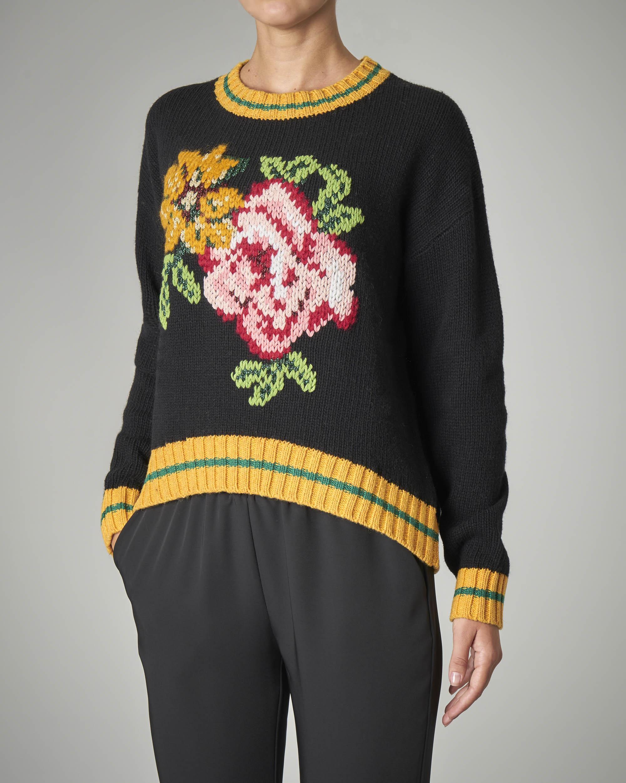 Maxi maglia nera in misto lana con fiore ricamato