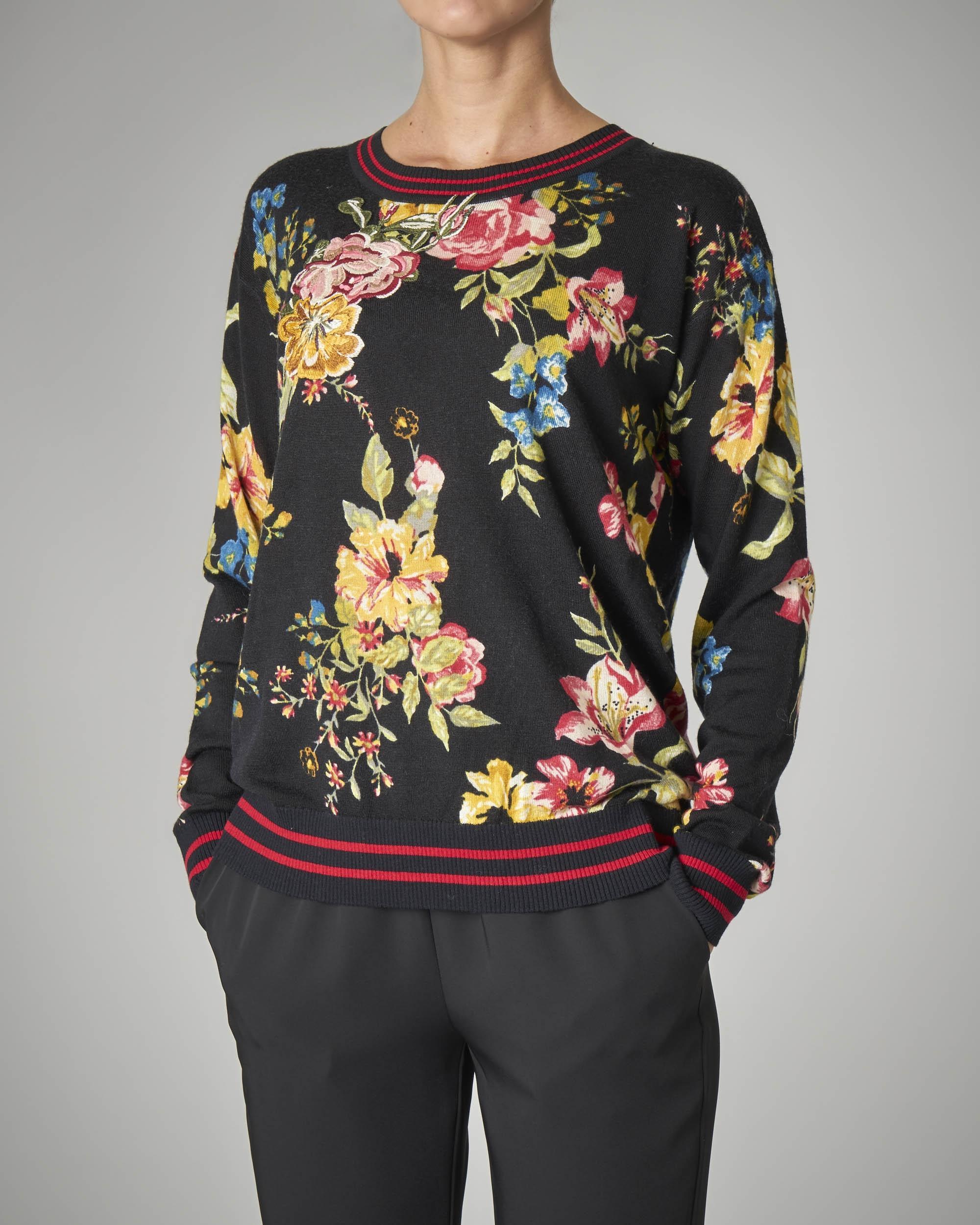 Maglia girocollo nera in lana a stampa floreale