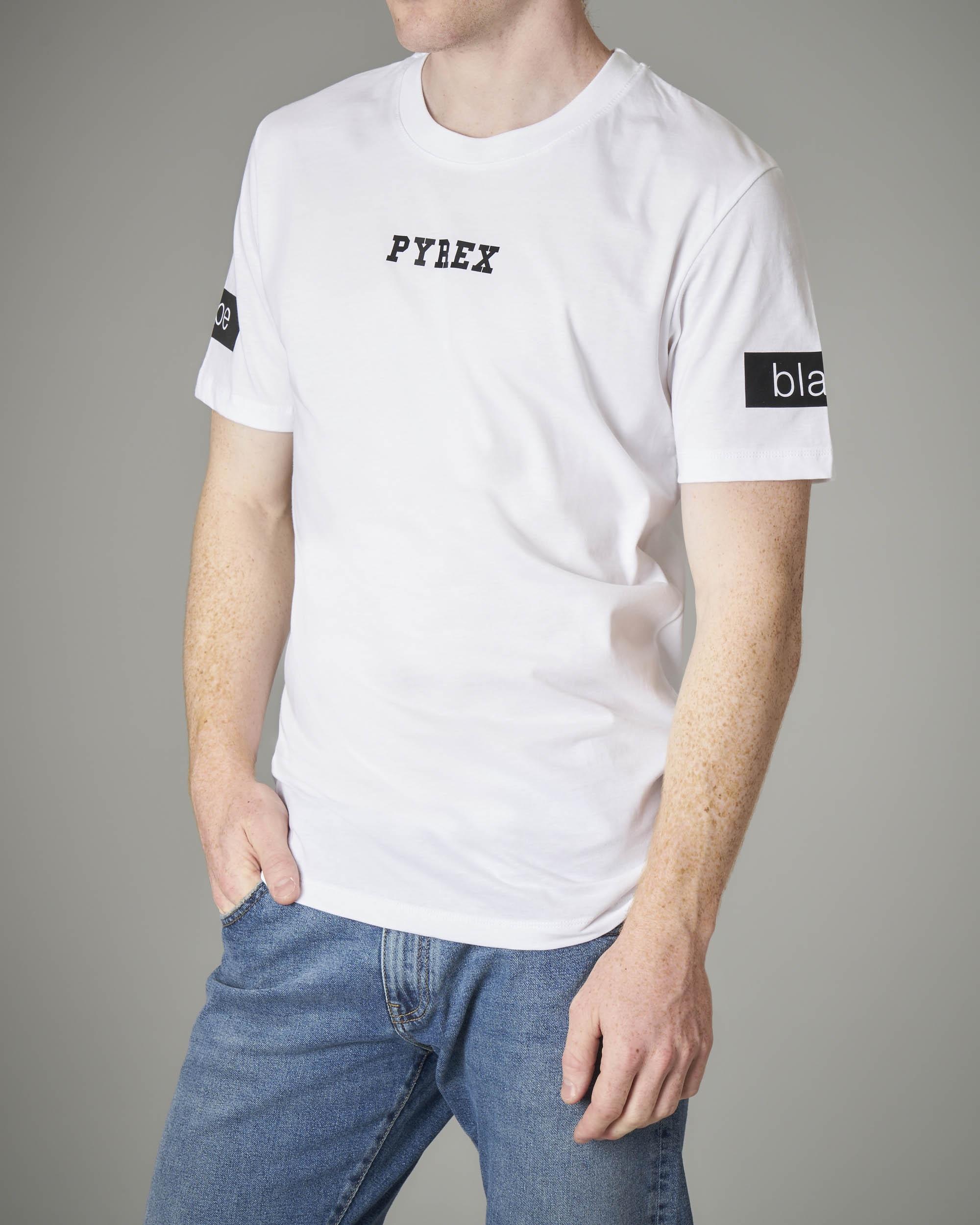 T-shirt bianca con dettagli neri
