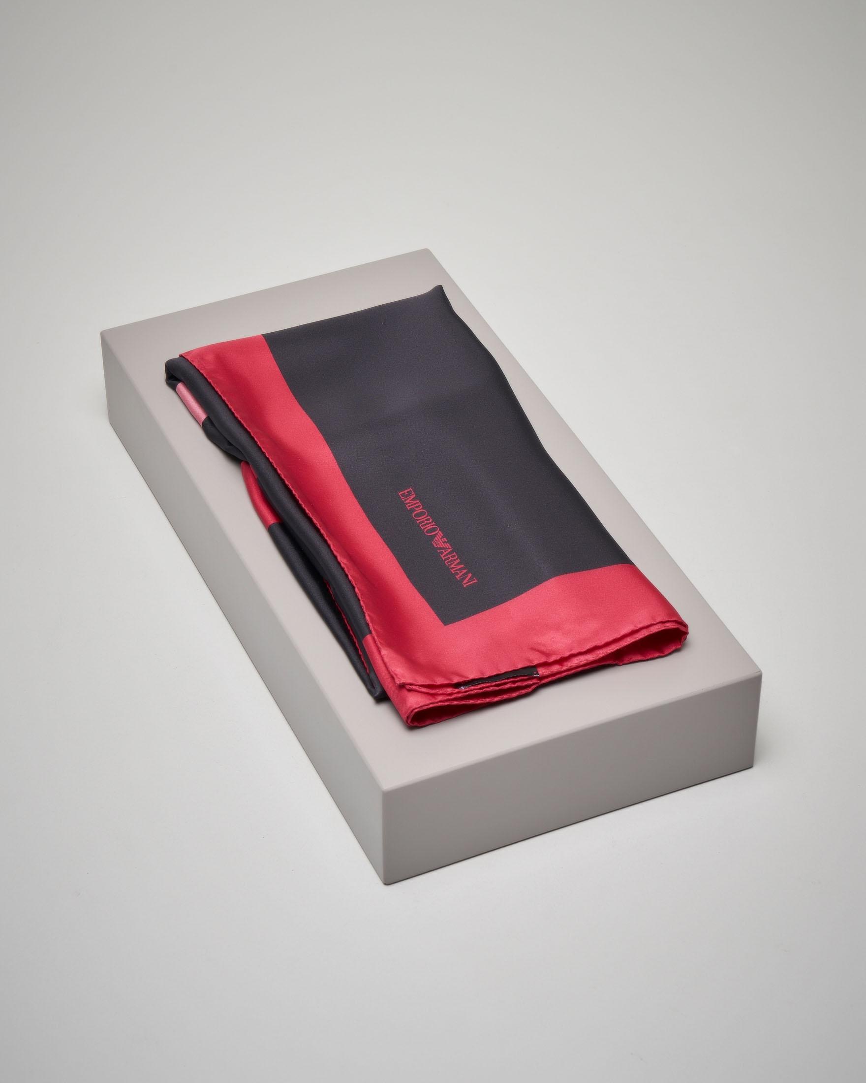 Foulard nero in seta fantasia maxi logo