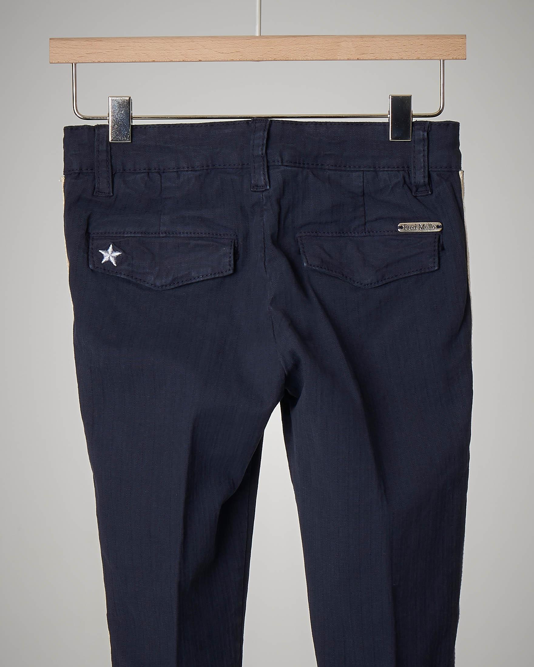 Pantalone blu con bande 2-7 anni