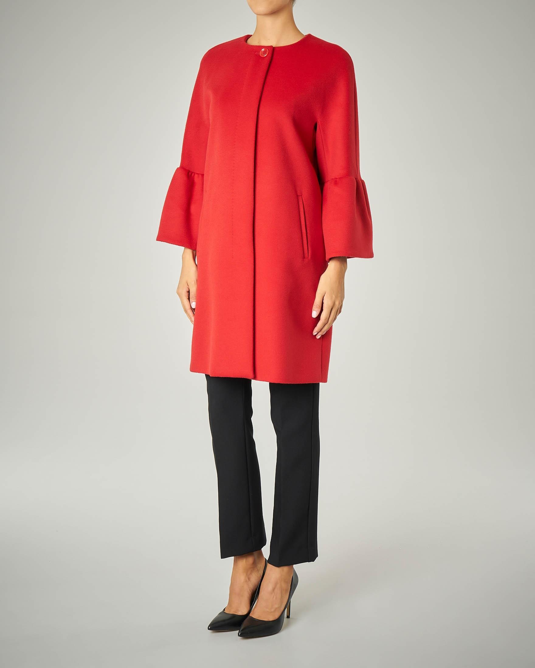Cappotto rosso con maniche a corolla