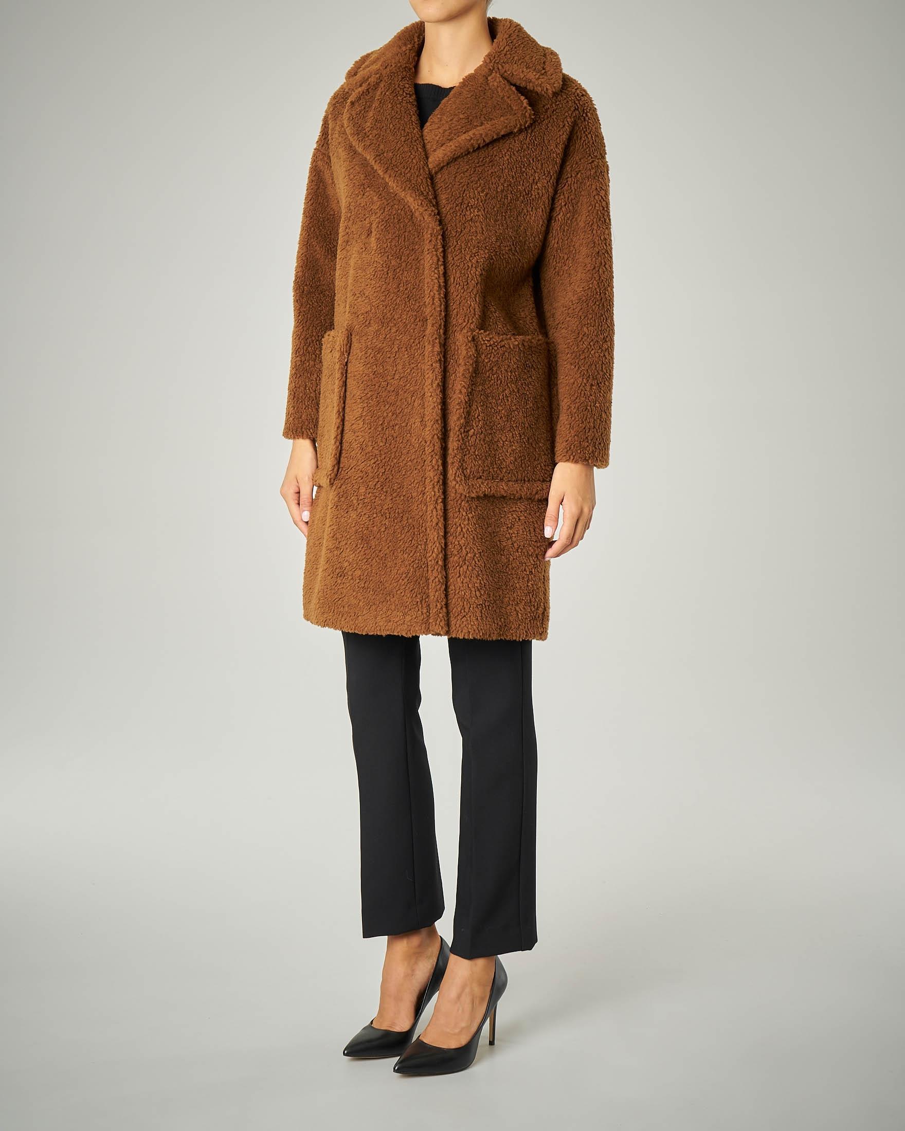 Cappotto in lana effetto orsetto.