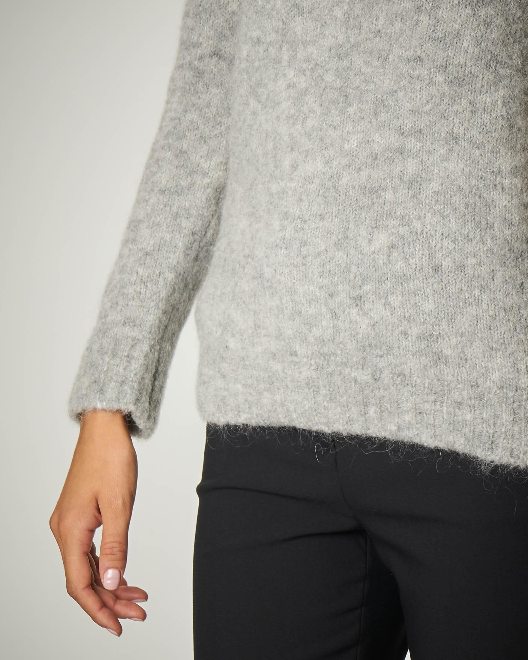 Maglia in mohair e lana colore perla.