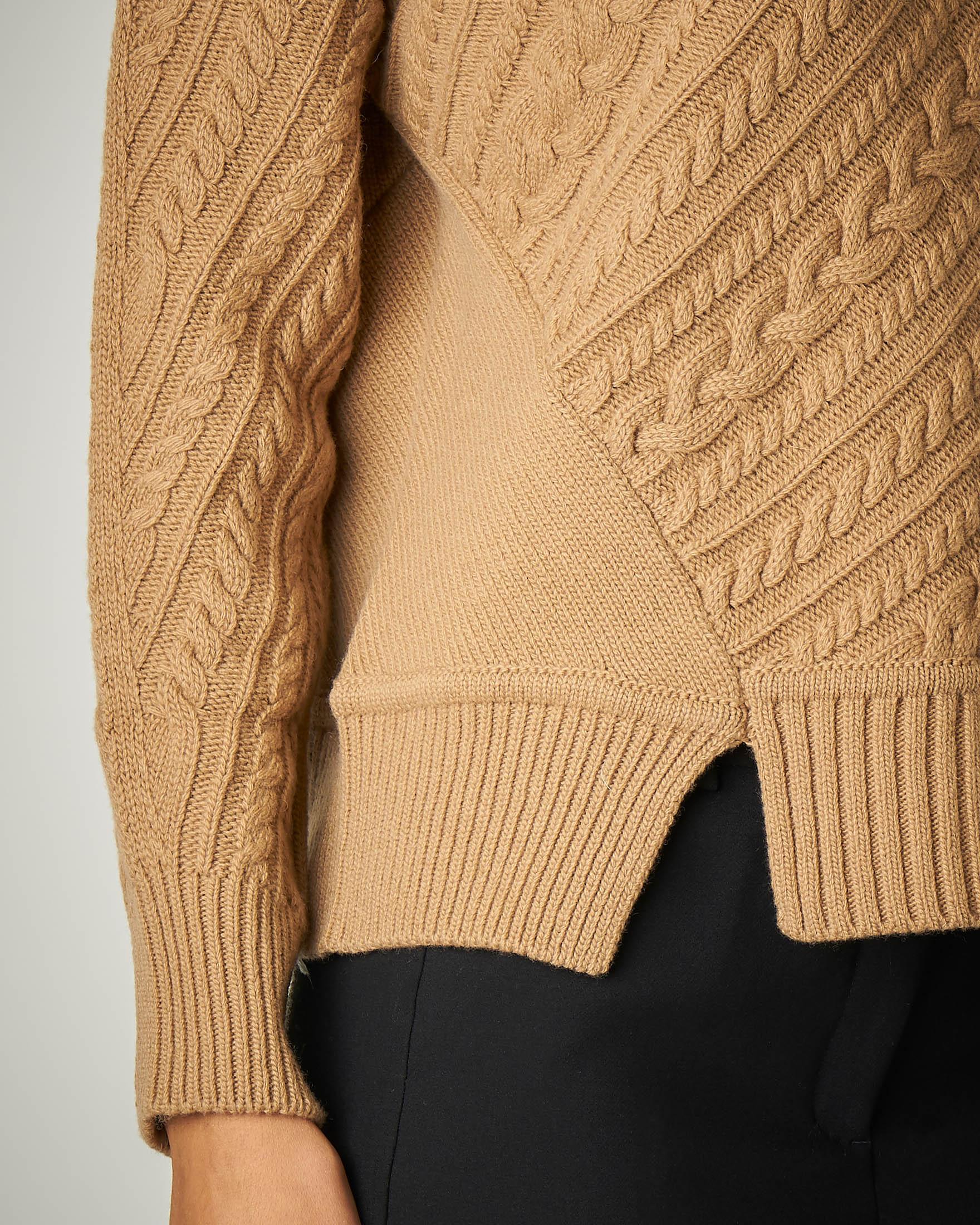 Maglia a trecce in pura lana.