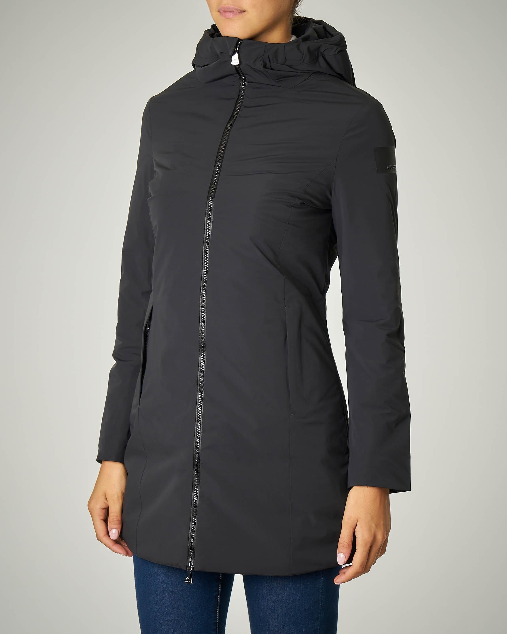 Cappotto lungo nero sfiancato con cappuccio