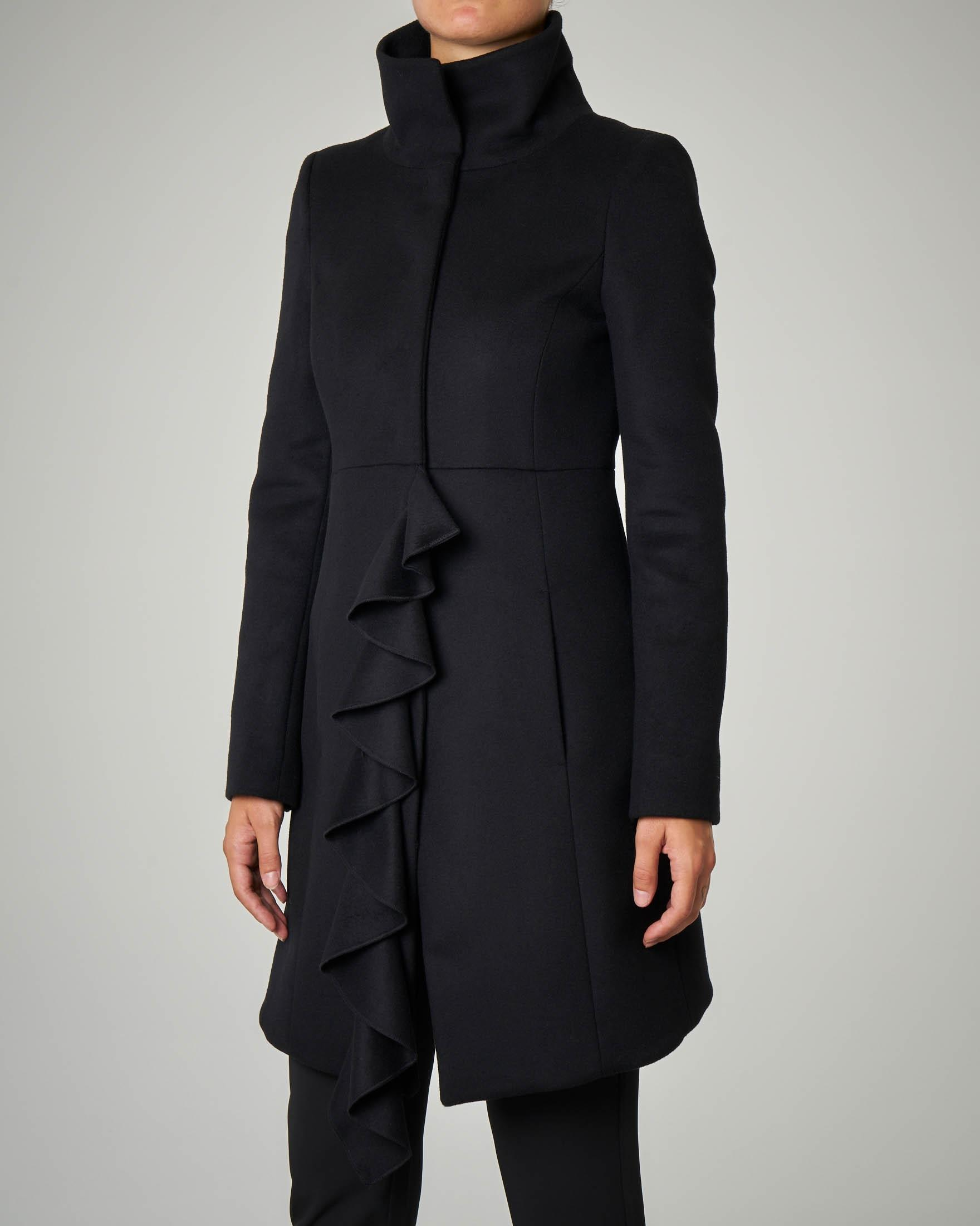 Cappotto nero 7/8 in panno con rouches