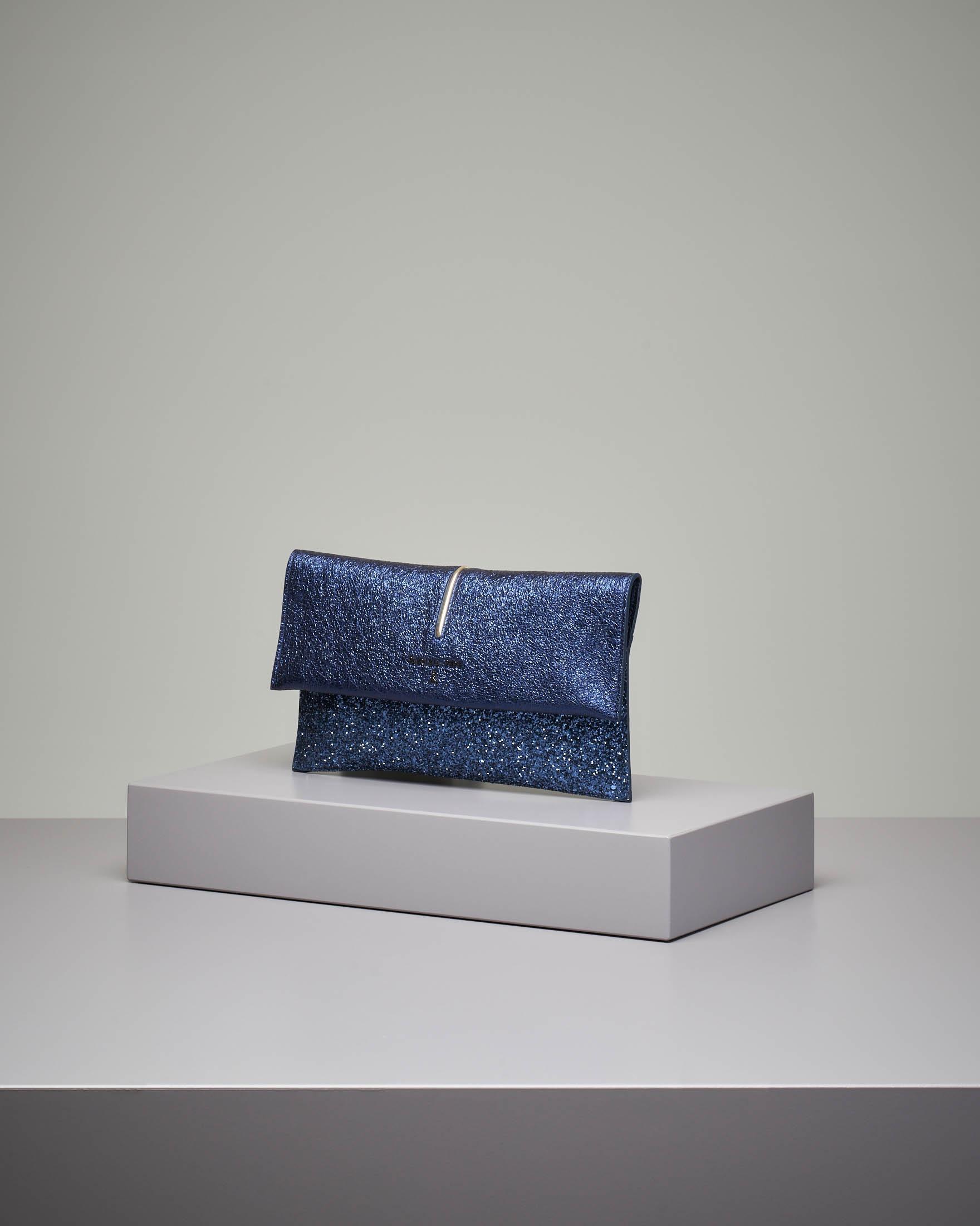 Pochette in pelle blu glitter