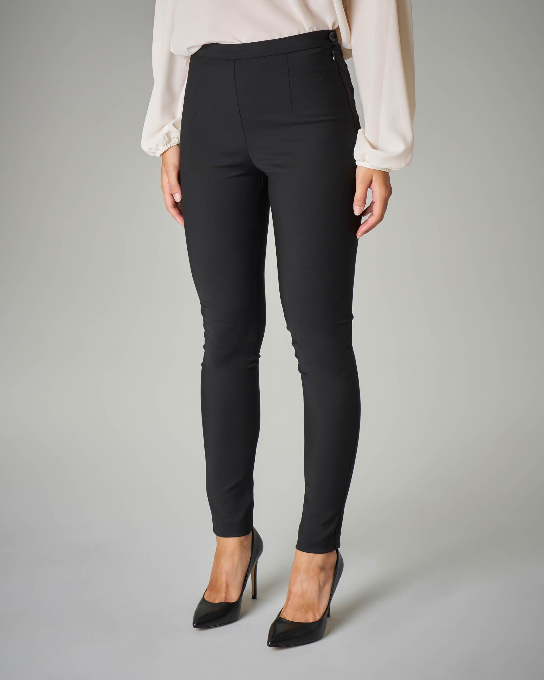 Pantalone nero skinny stretch a vita alta