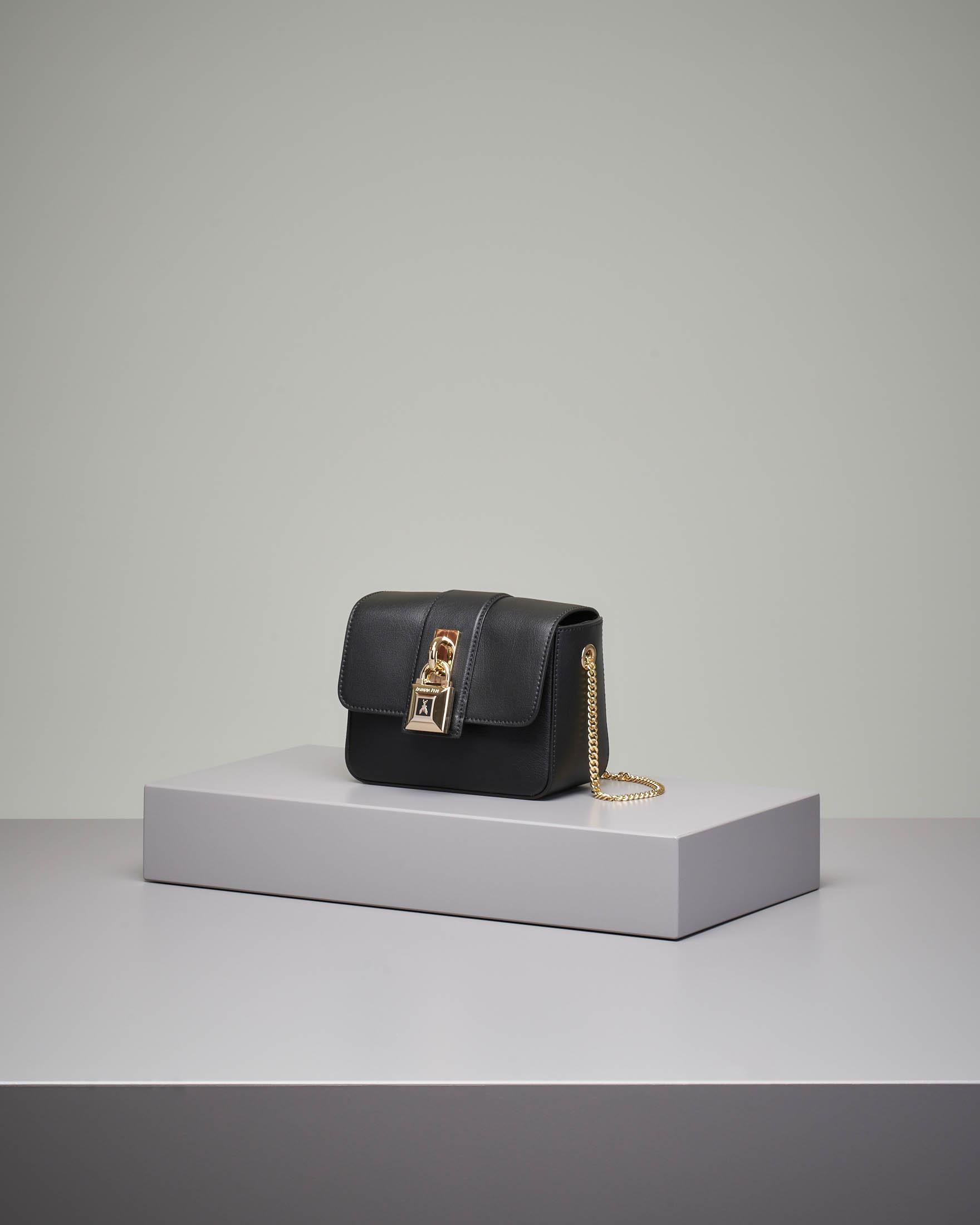 Cross bag mini in pelle nera con catena