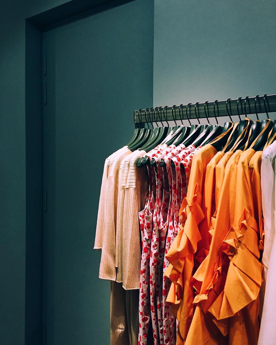 Cromoterapia: i benefici dei colori legati ai vestiti