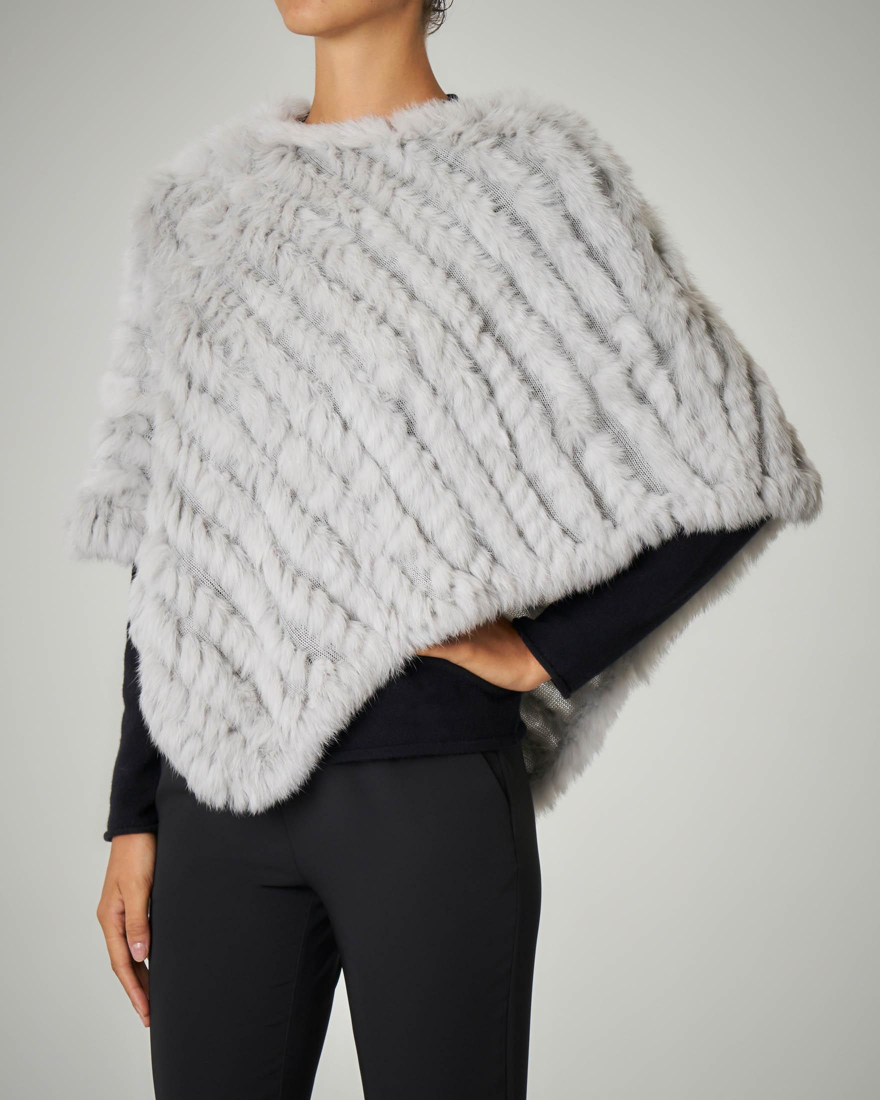 Poncho in pelliccia grigio chiaro