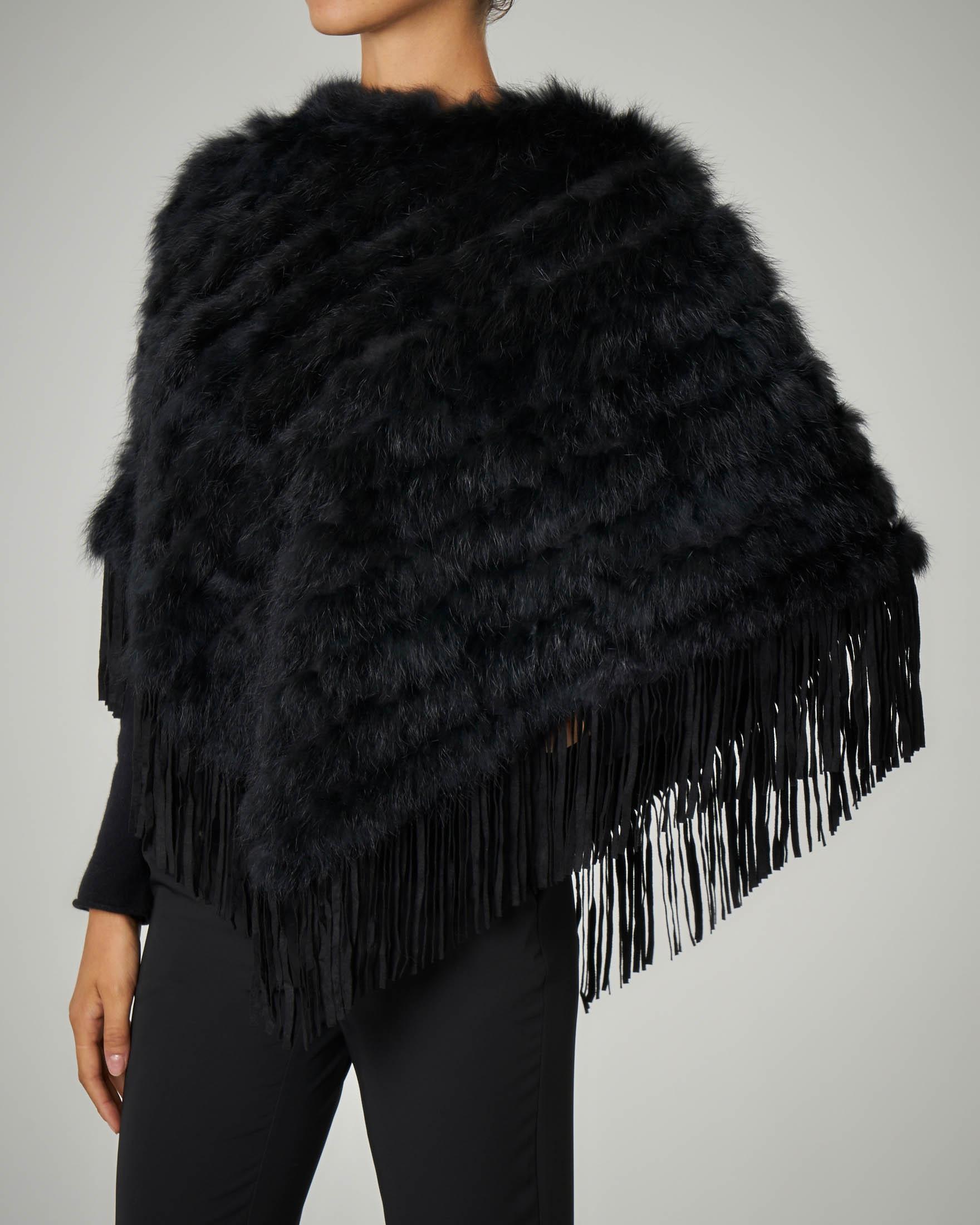 Poncho nero in pelliccia con frange