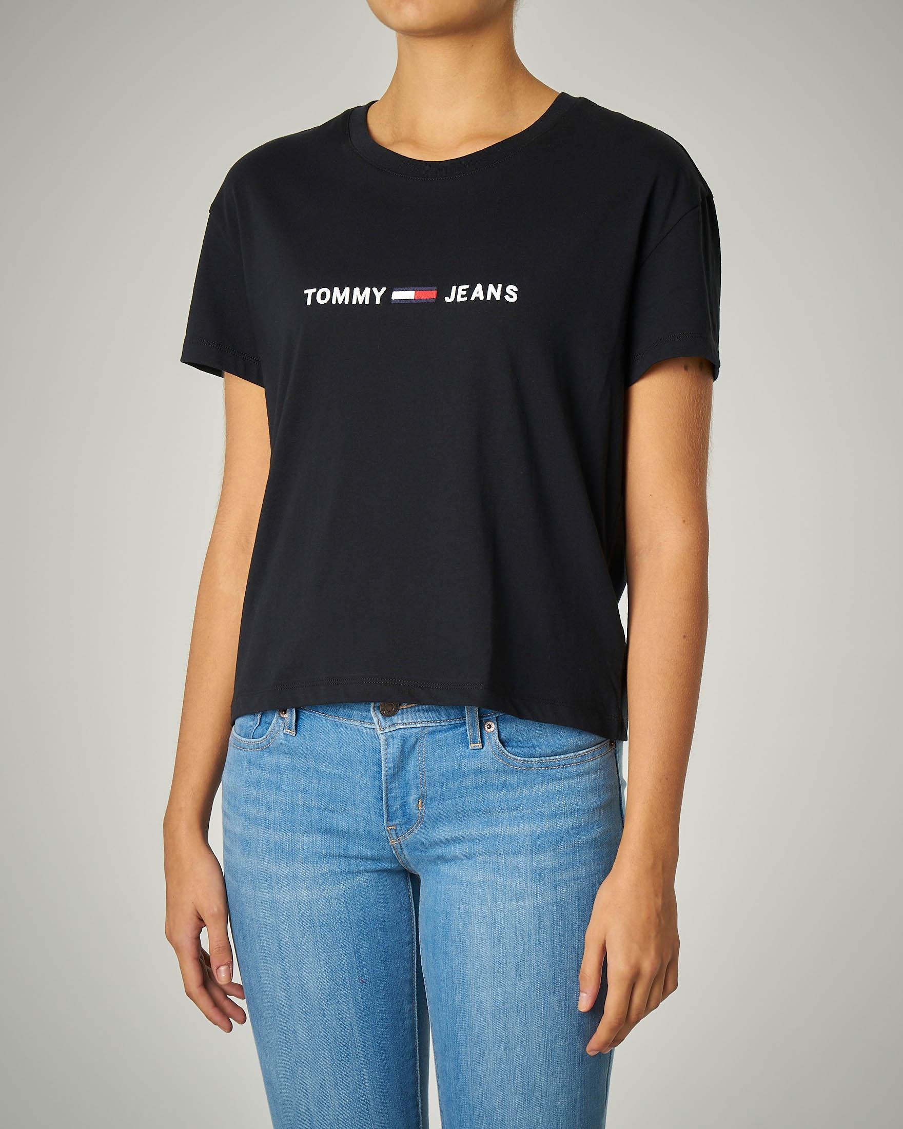 T-shirt girocollo nera con logo ricamato