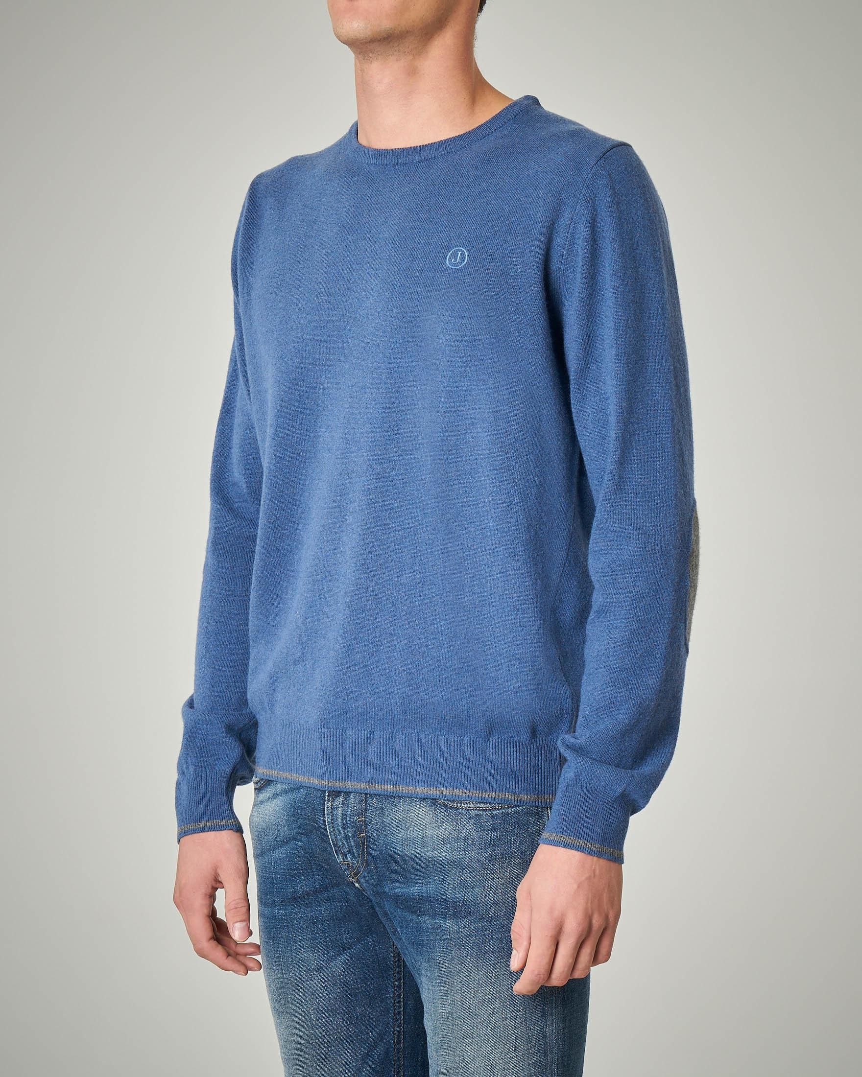 Maglia azzurra girocollo con toppe grigie in contrasto