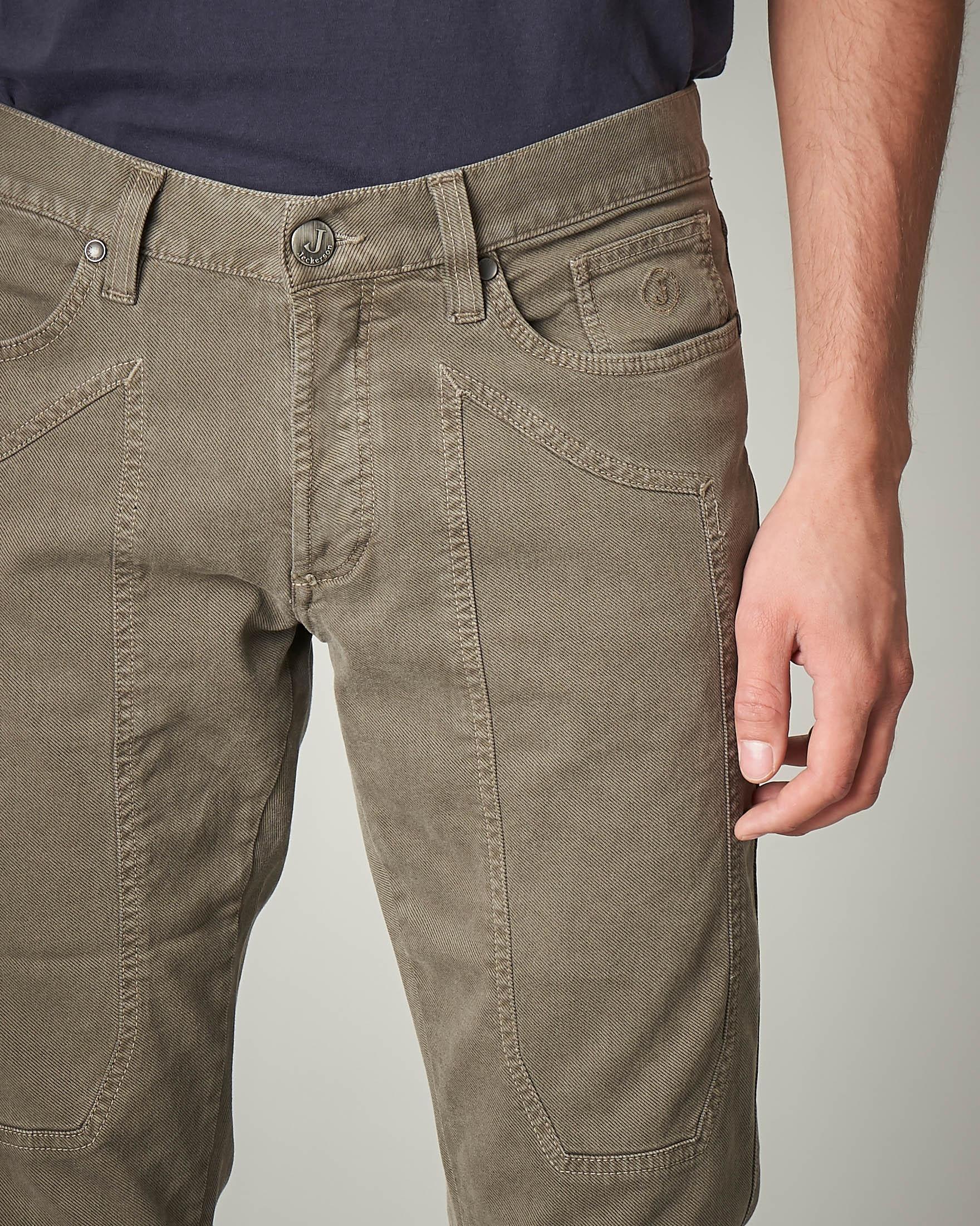 Pantalone cinque tasche tortora in cotone con toppa