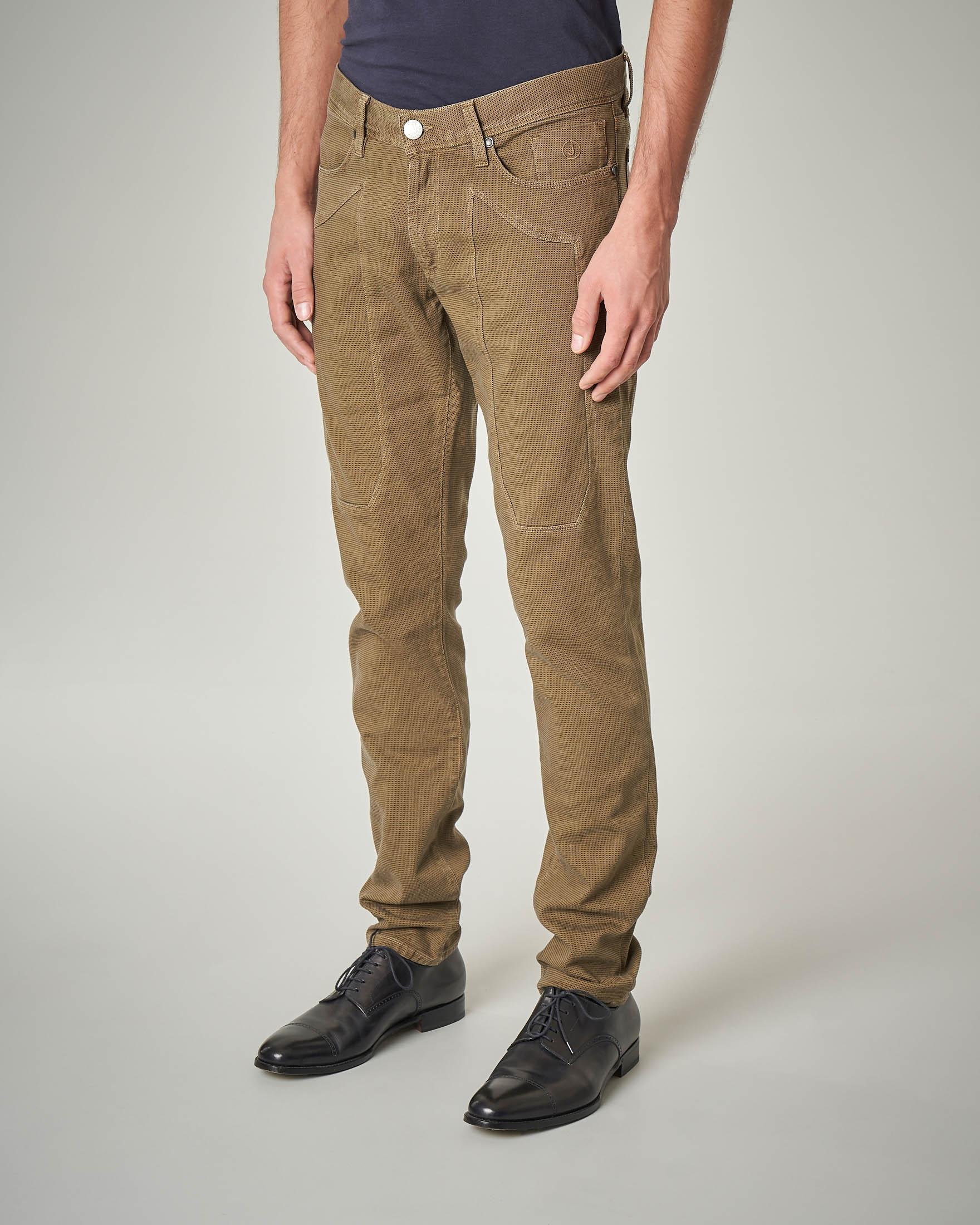 Pantalone cinque tasche color cammello con toppa