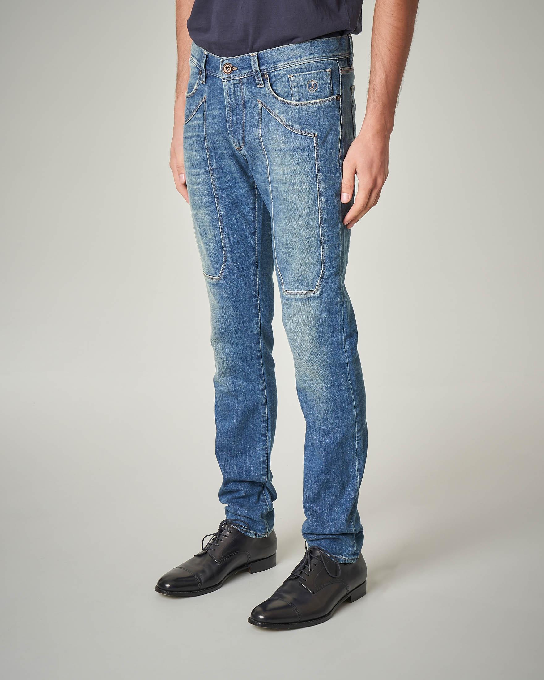 Jeans lavaggio chiaro con toppa