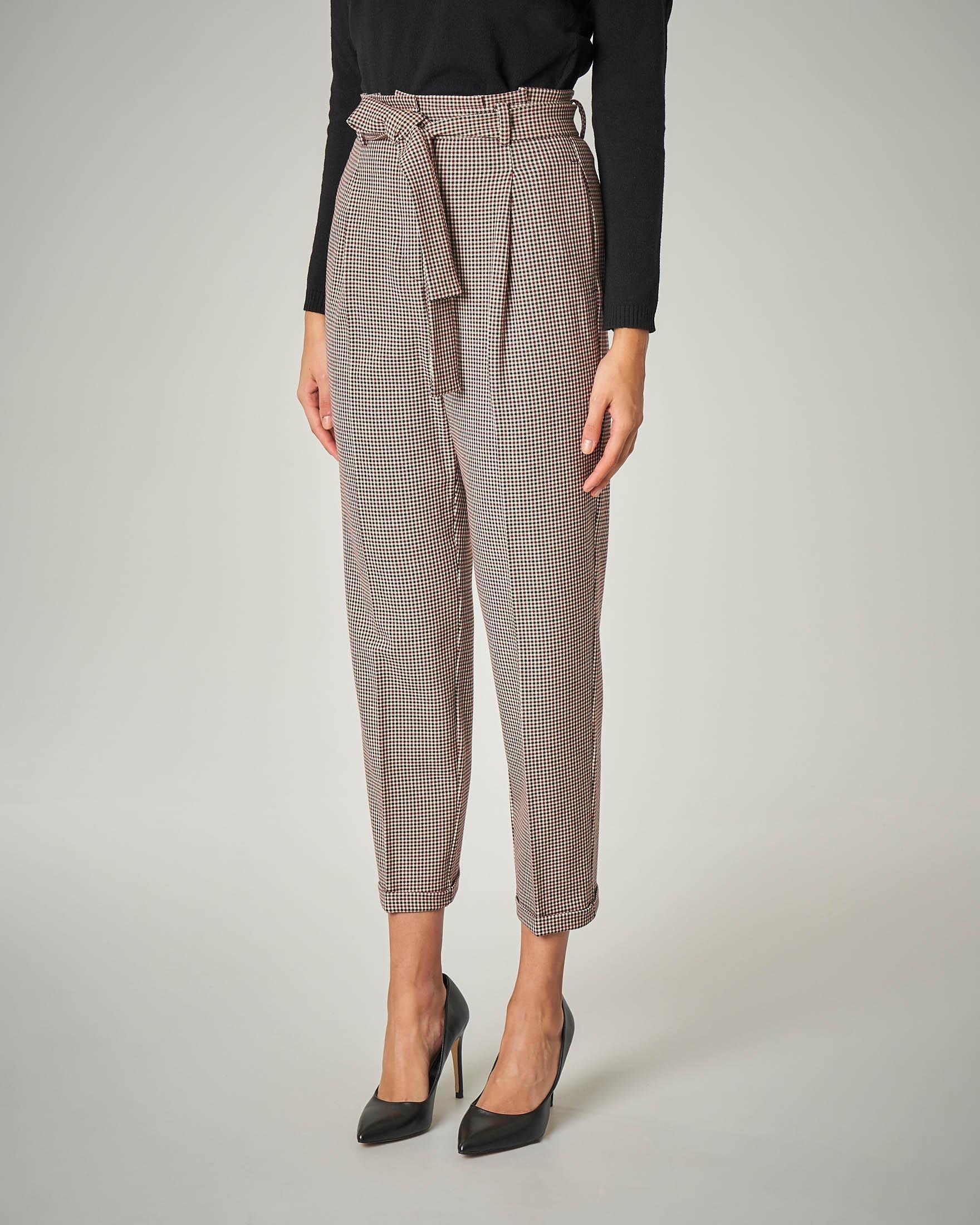 Pantaloni con pince fantasia micro quadretto bordeaux