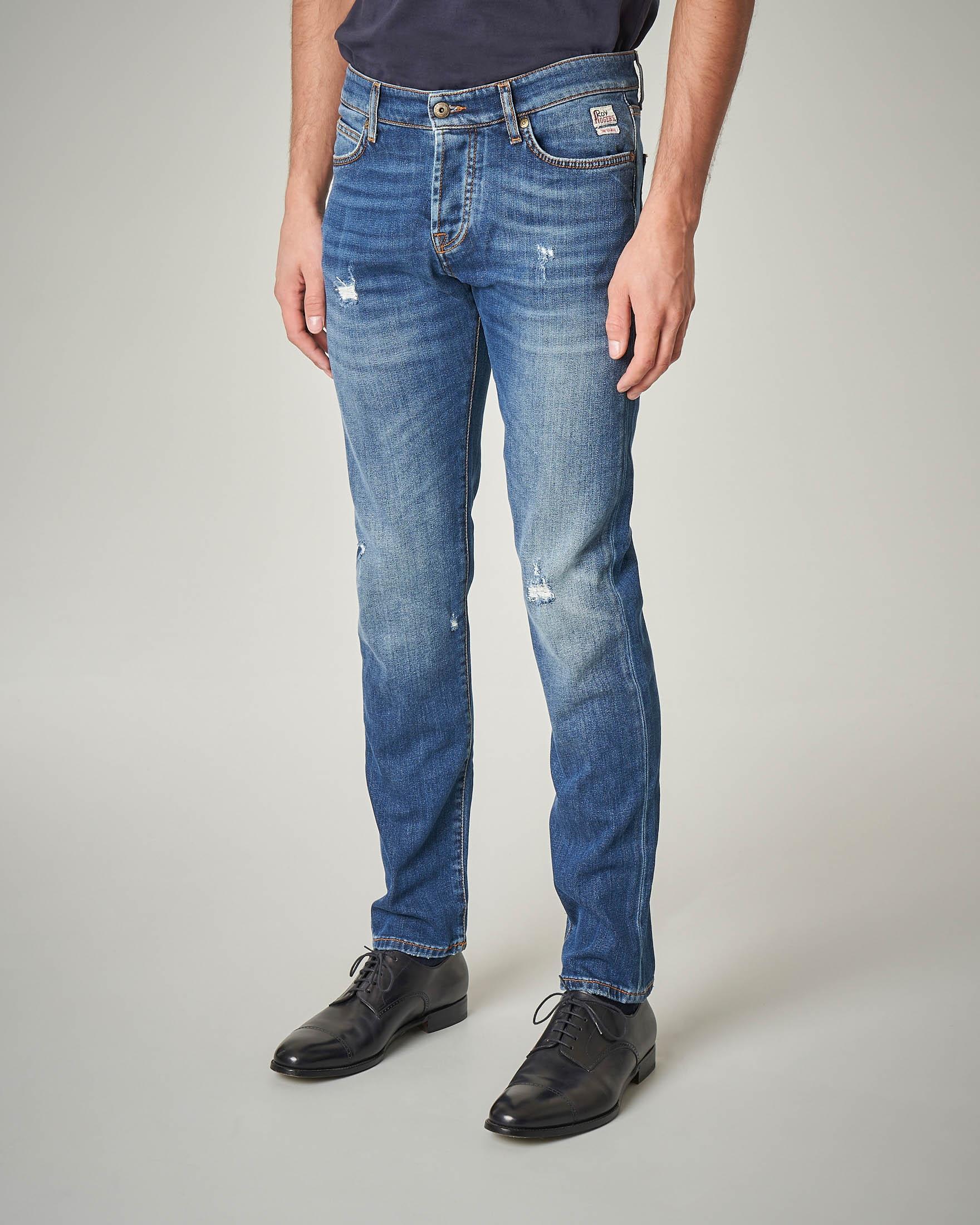 Jeans lavaggio chiaro con abrasioni e vita media