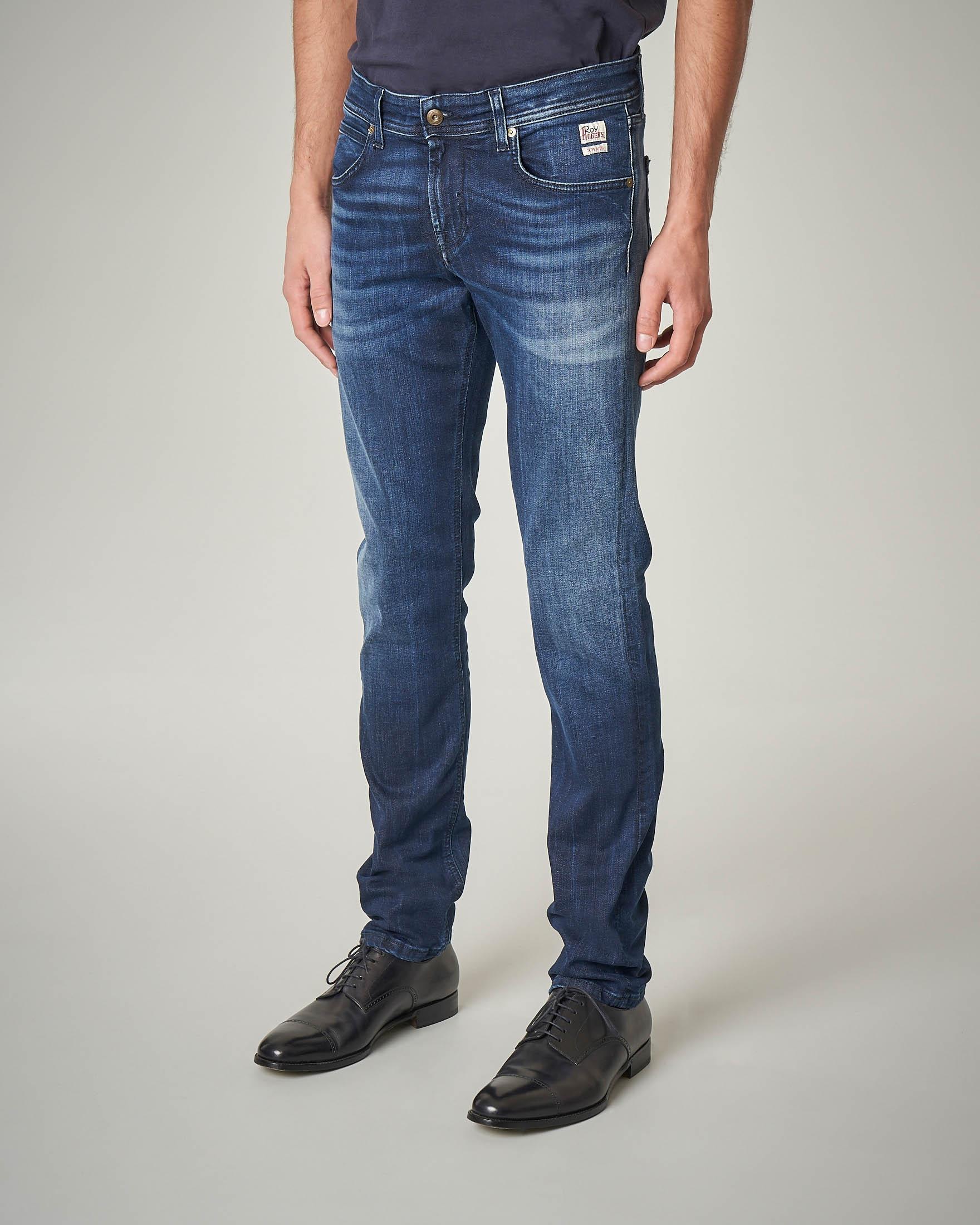 Jeans lavaggio medio con baffature e vita bassa