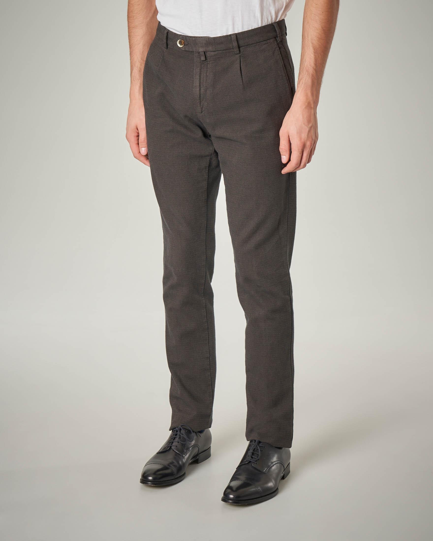 Pantalone chino marrone con una pinces