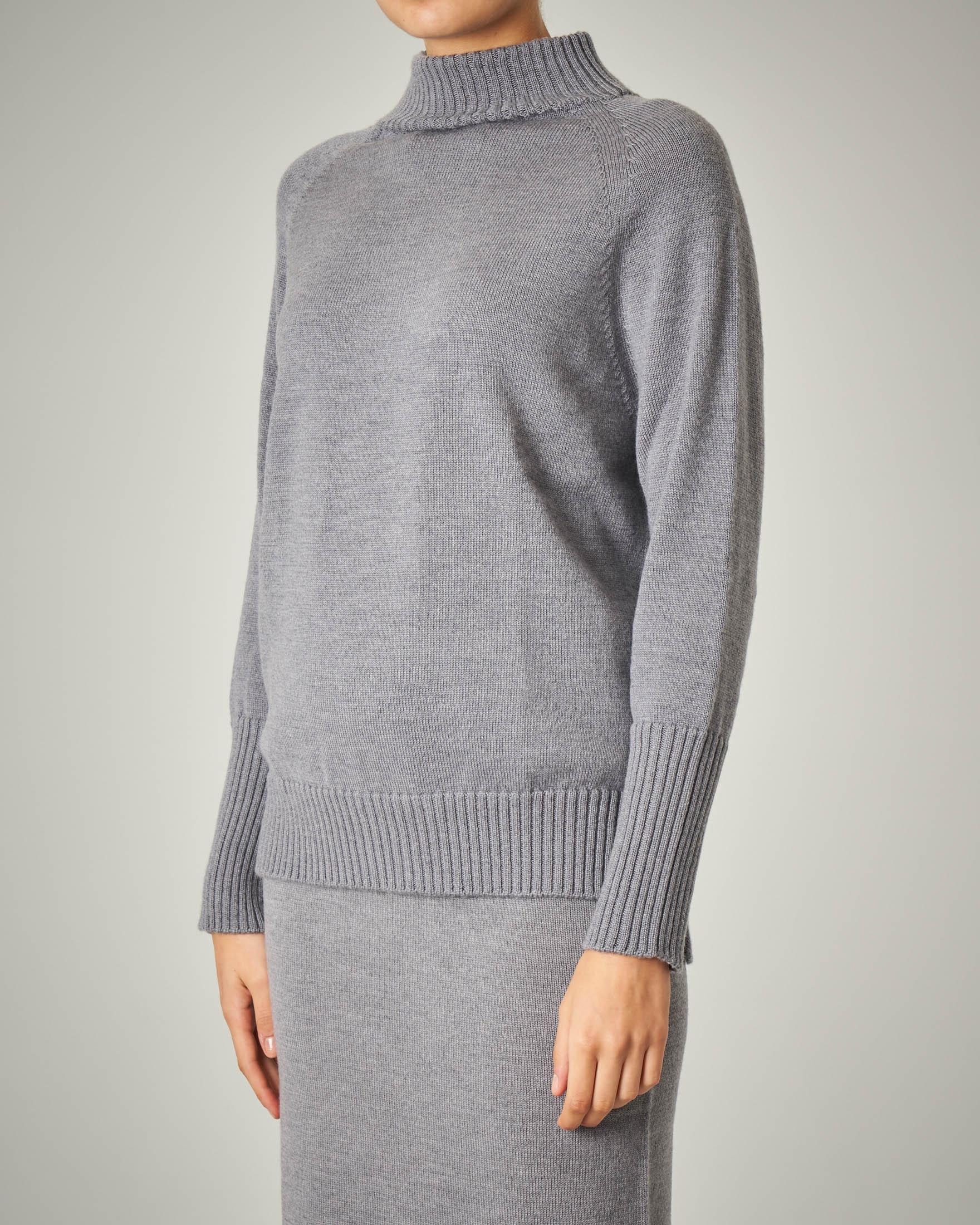 Maglia collo alto grigia in lana vergine