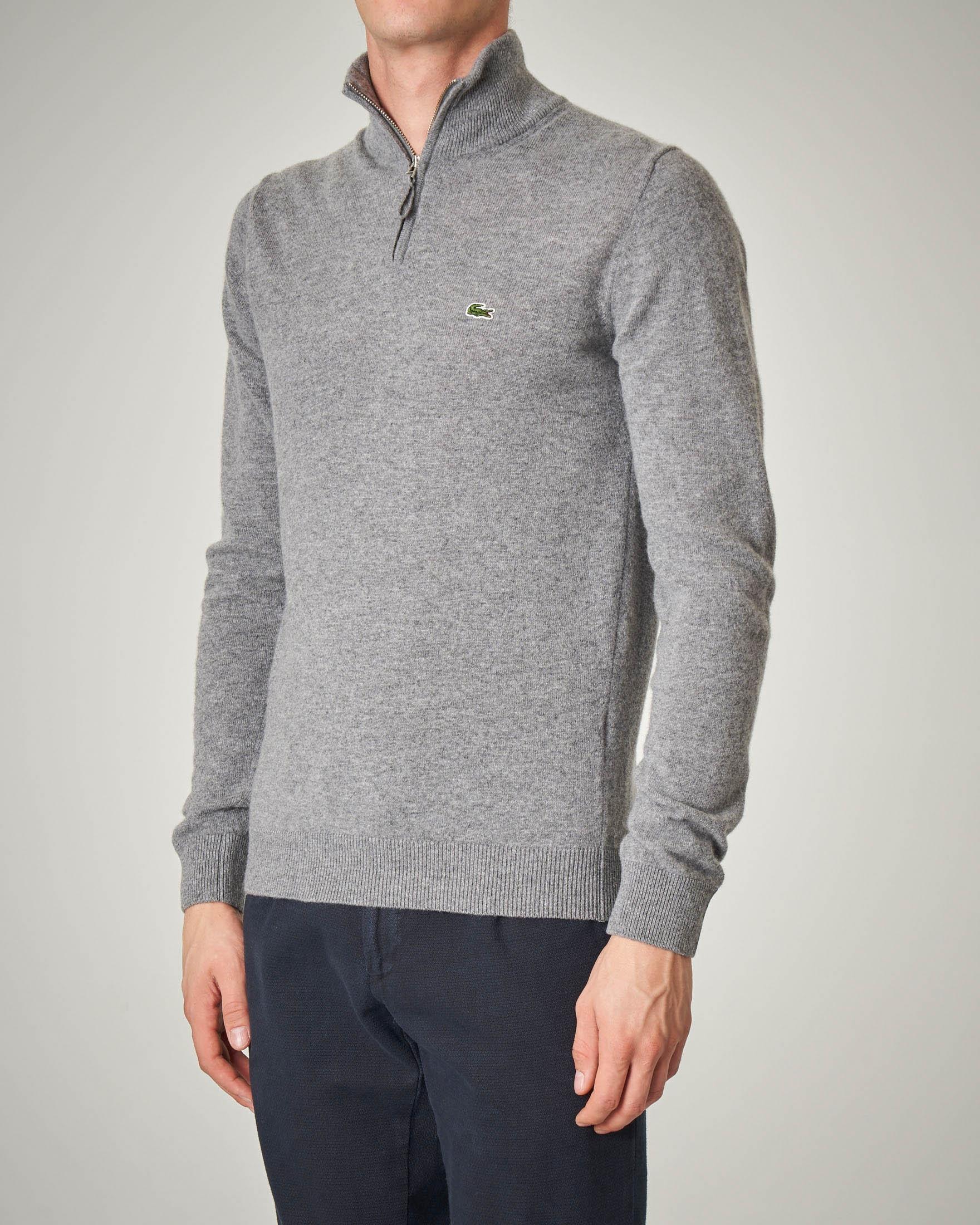 Maglia grigia a collo alto con zip in lana