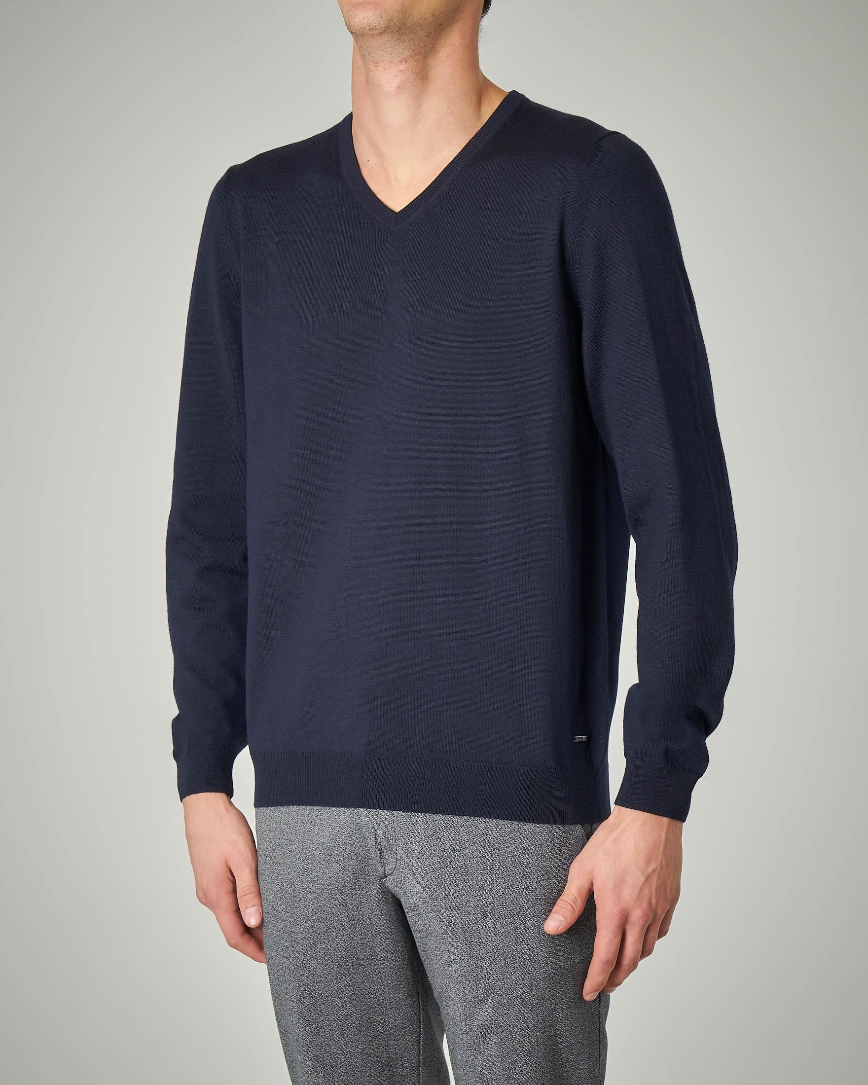 Maglia blu in lana merino scollo a V