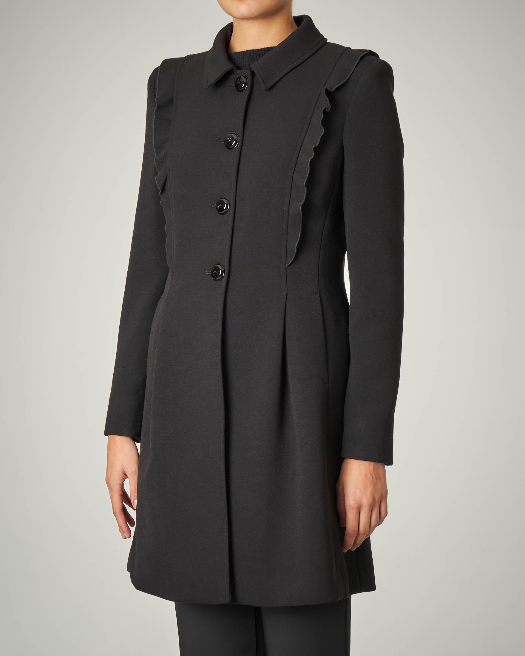 Cappotto nero con rouche