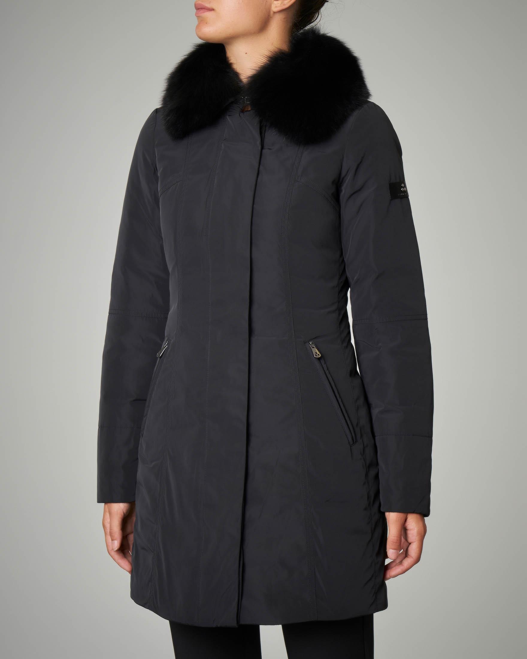 Giacca lunga nera con colletto di  pelliccia di volpe