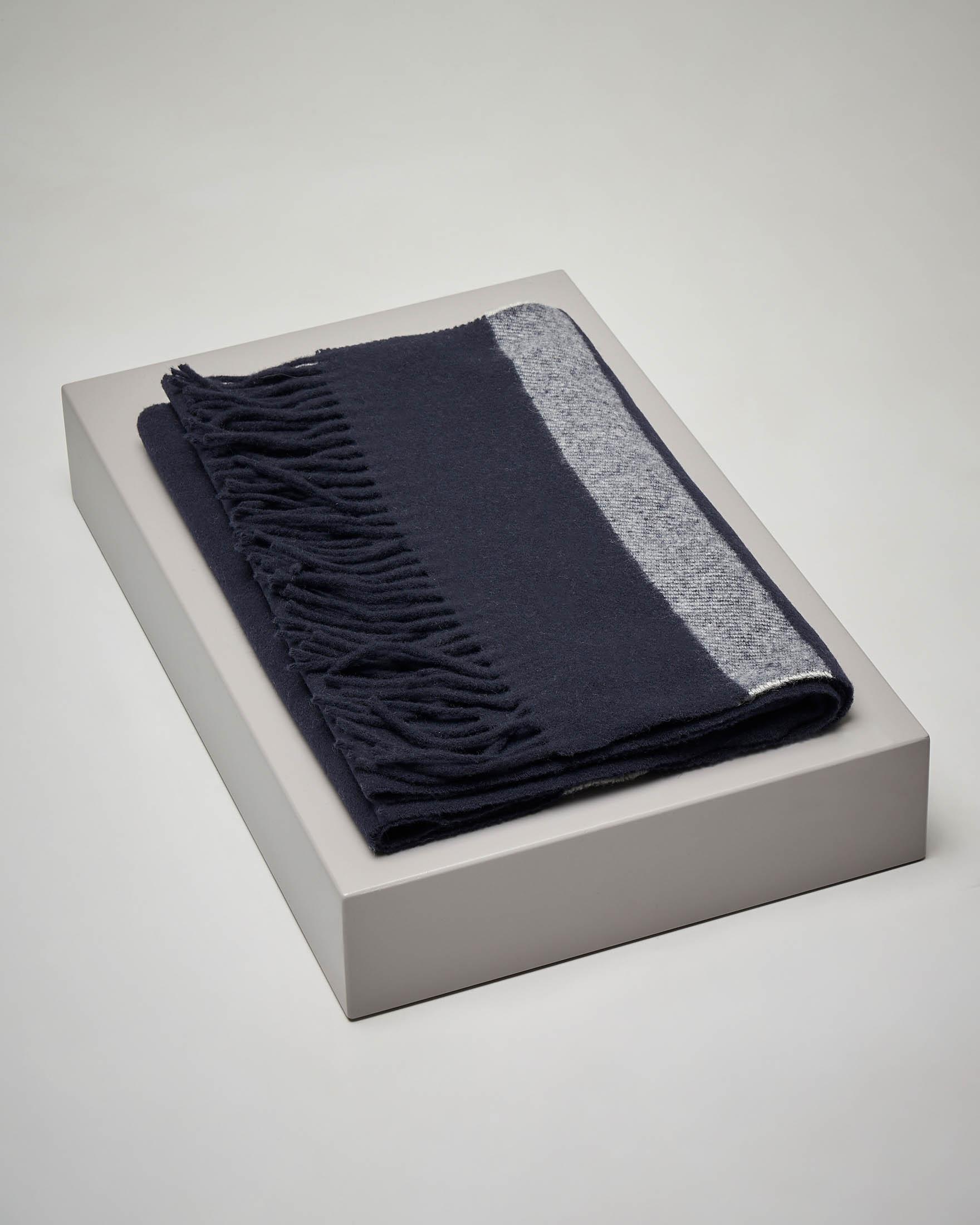 Sciarpa blu in lana a righe melange con frange