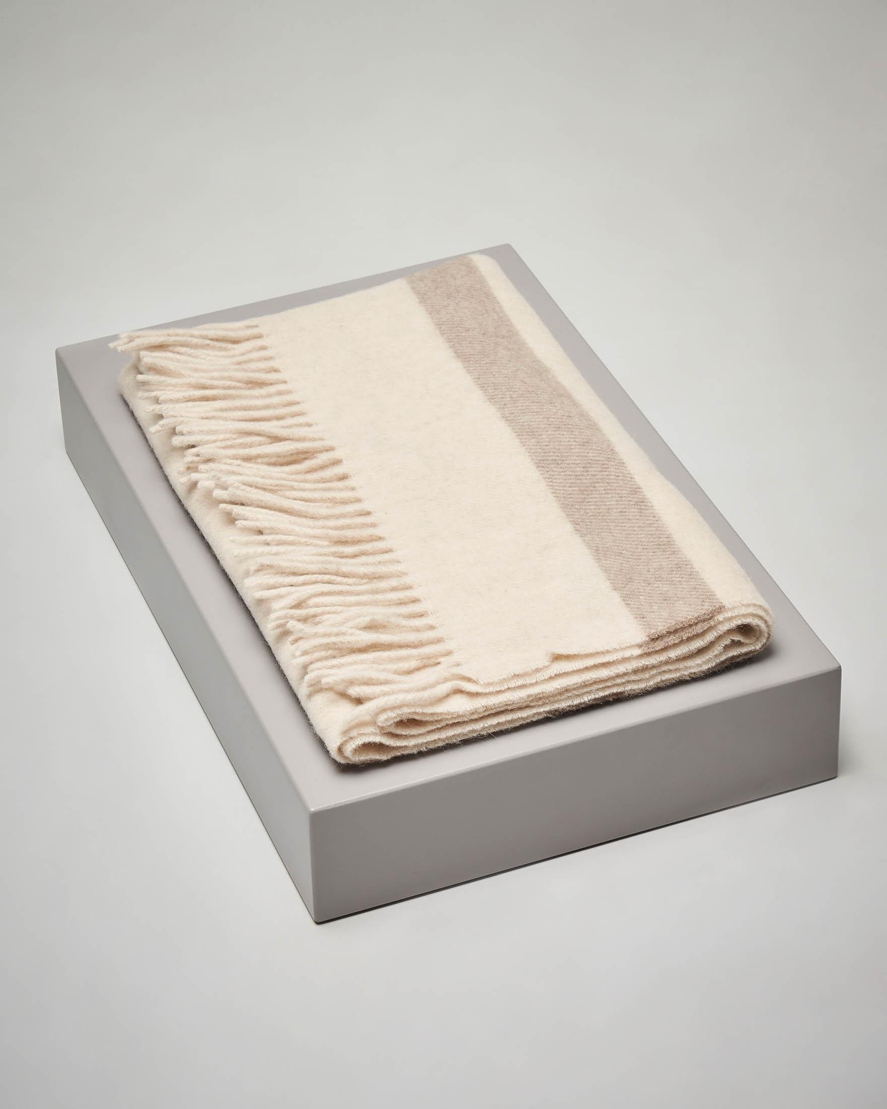Sciarpa in lana beige a righe color cammello con frange