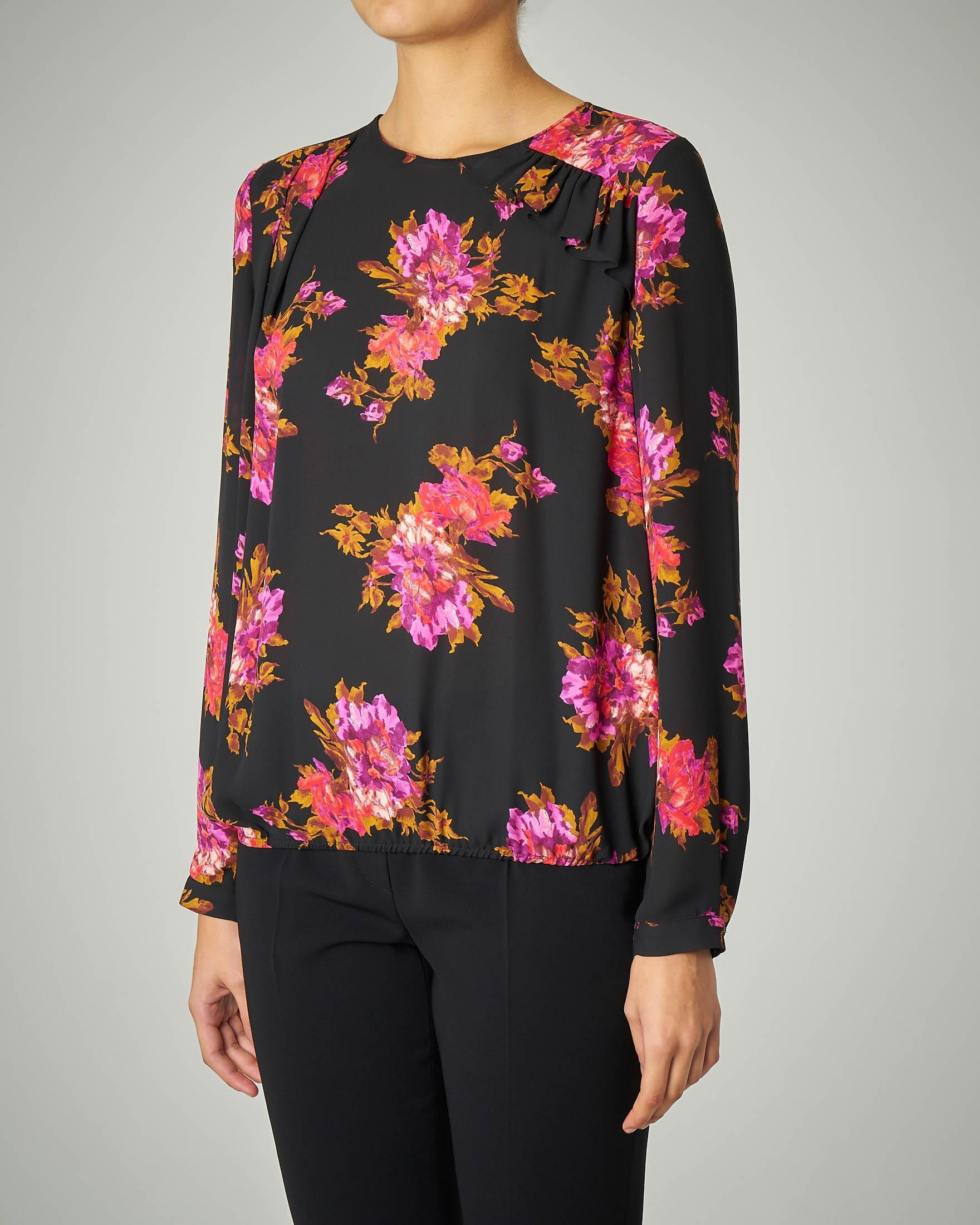 Blusa nera in georgette fantasia a fiori