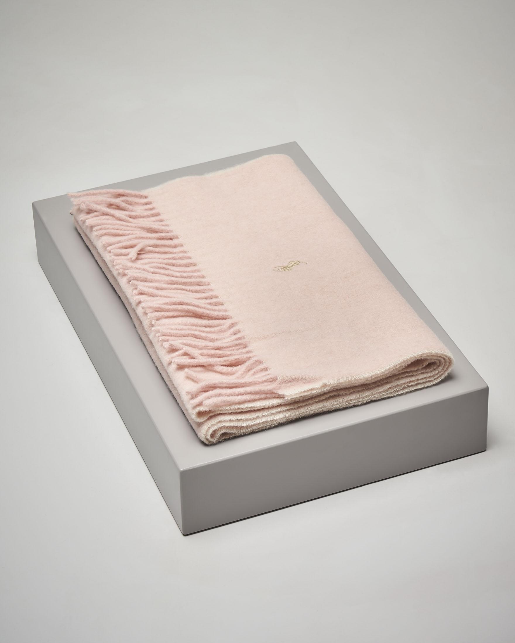 Sciarpa rosa in lana con frange