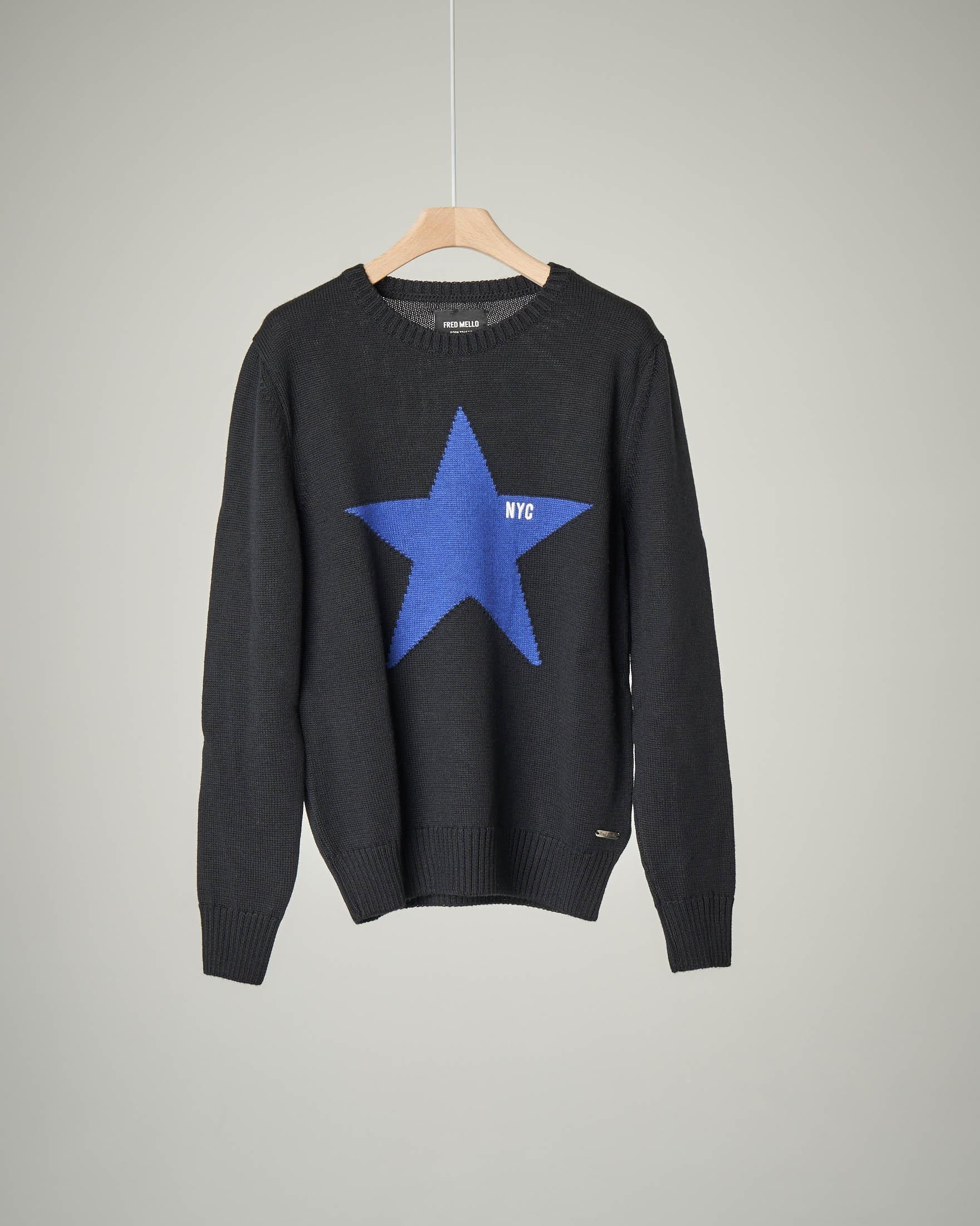 Maglione nero con stella ricamata