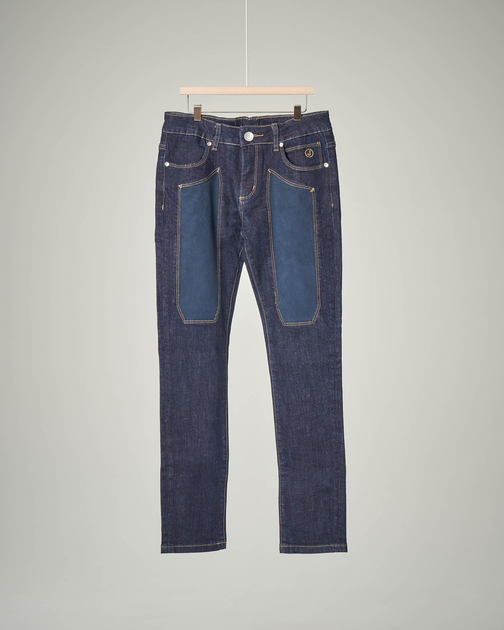 Jeans blu scuro con toppa alcantara