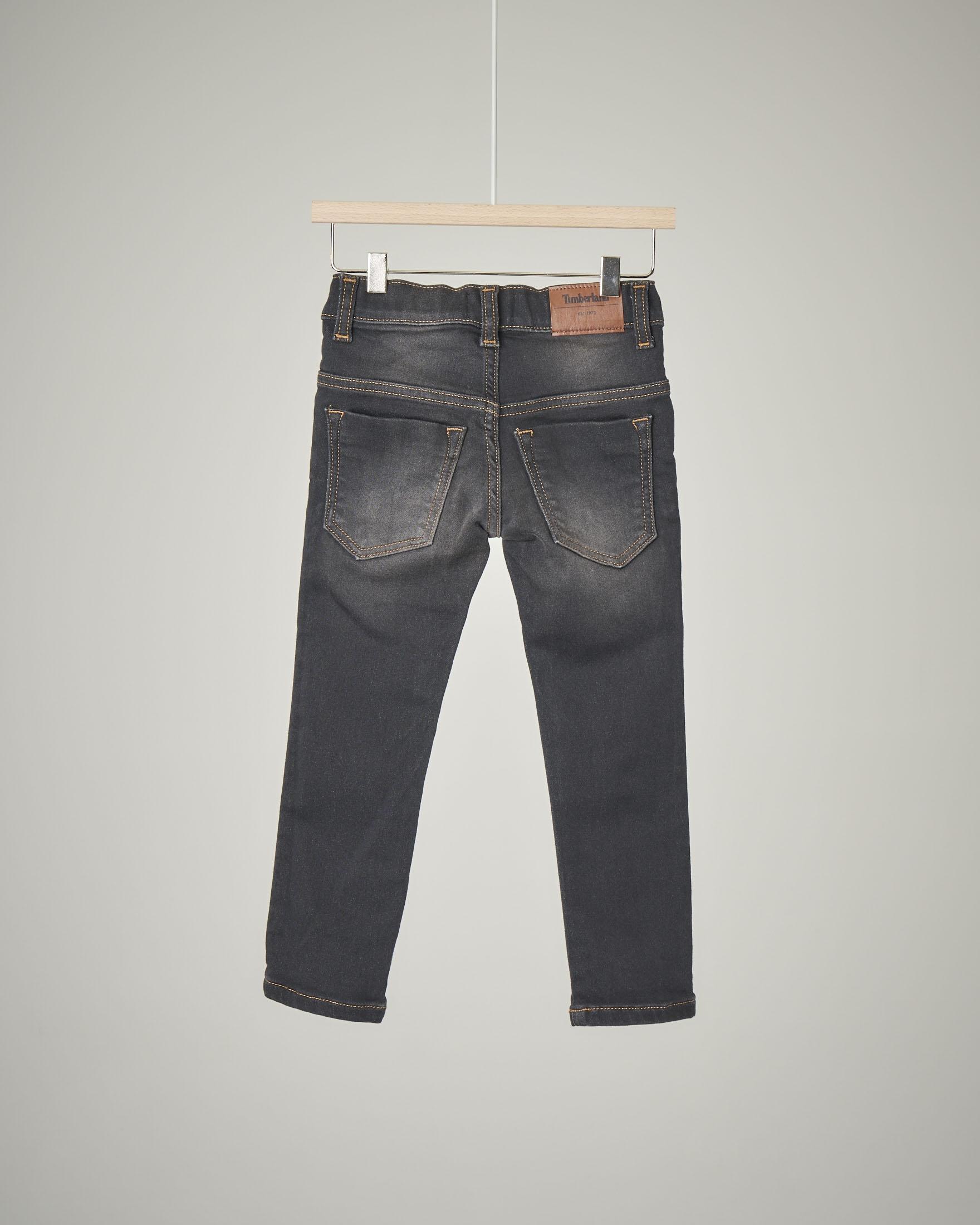 Jeans nero elasticizzato con sabbiature 2-4