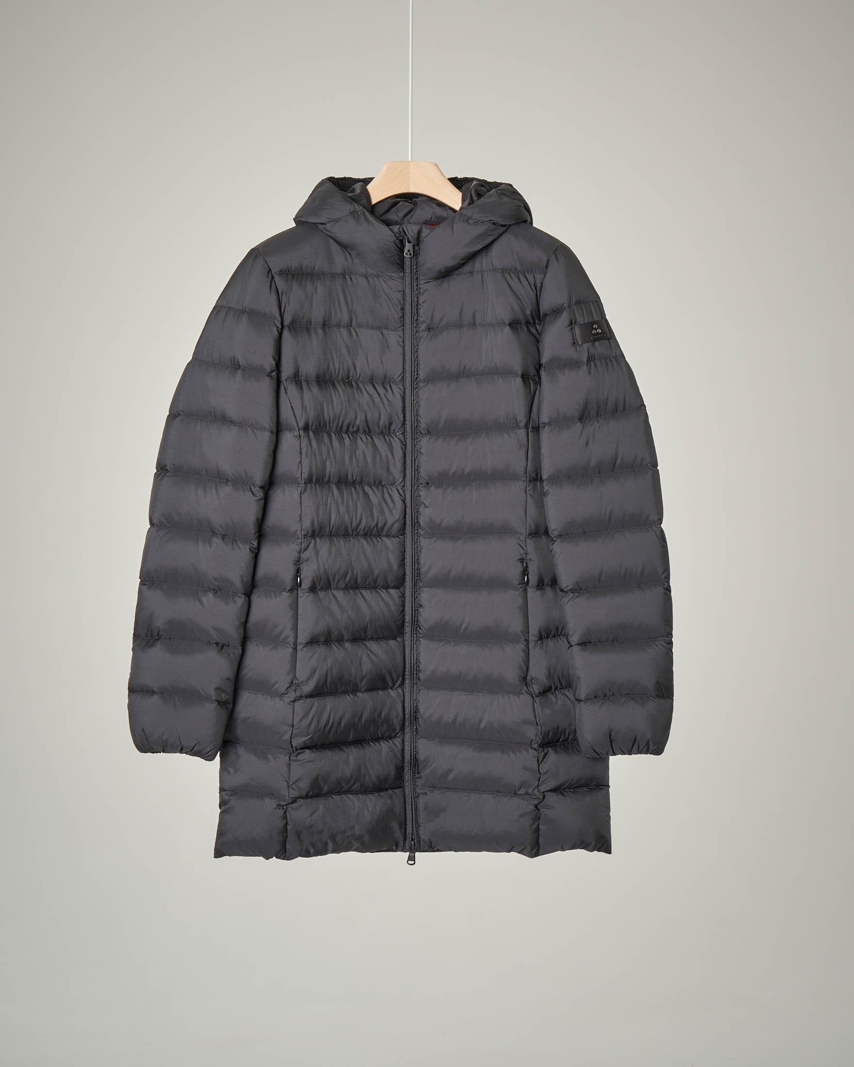 Cappotto nero con cappuccio