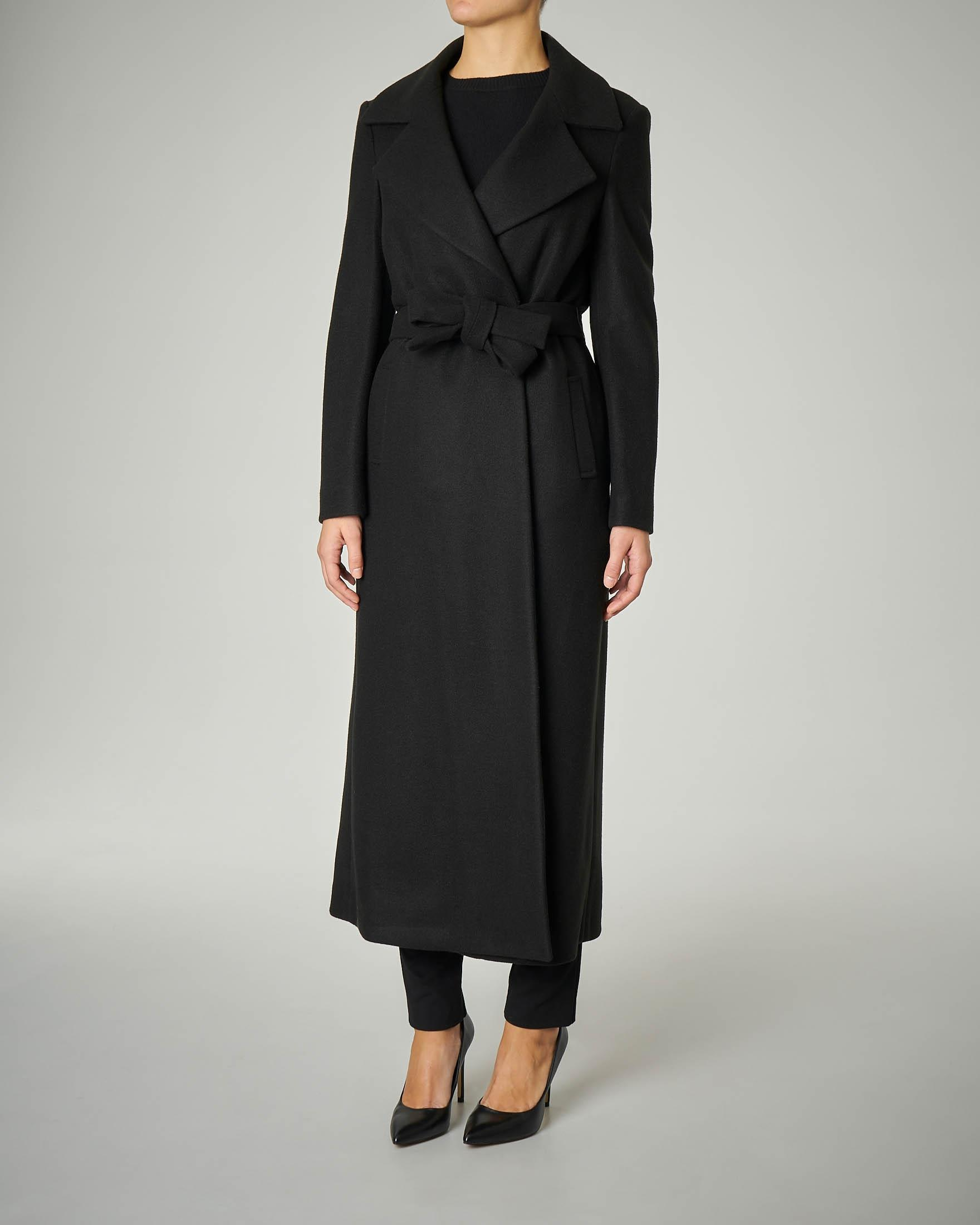 Cappotto lungo nero modello a vestaglia
