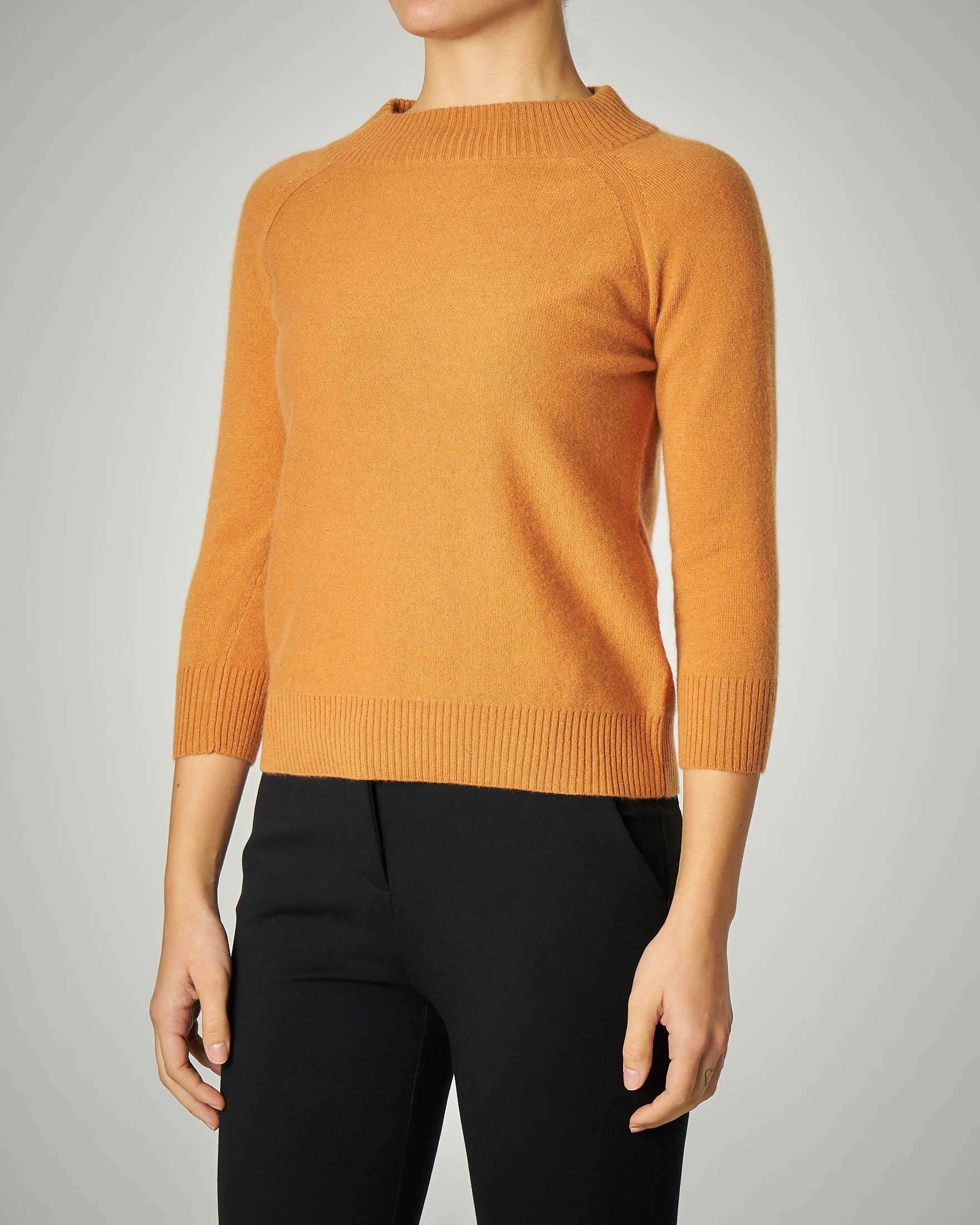 Maglia collo lupetto in lana e cashmere colore zucca