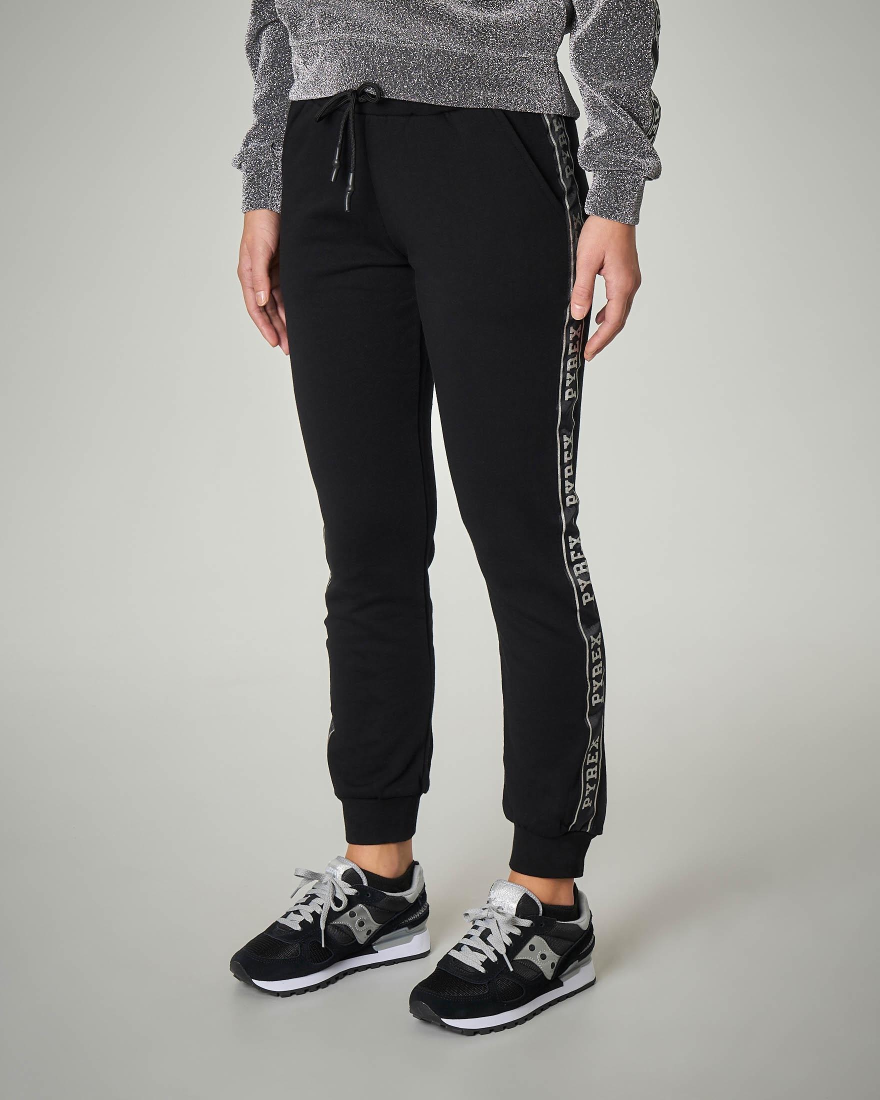 Pantaloni tuta neri con scritta logo