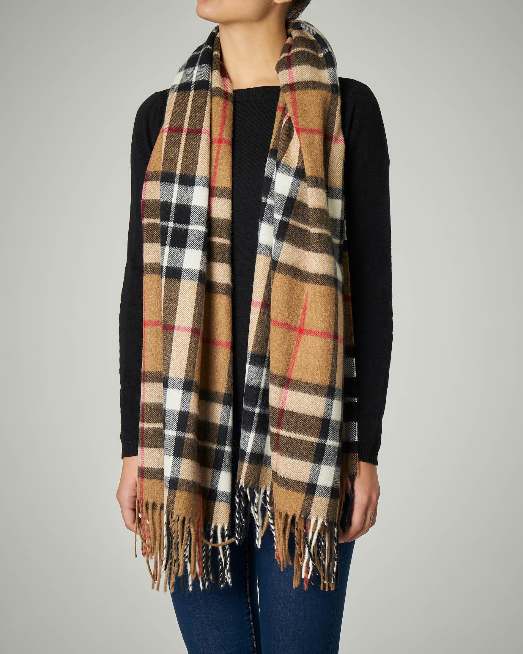 Sciarpa in lana merino a fantasia tartan cammello con frange