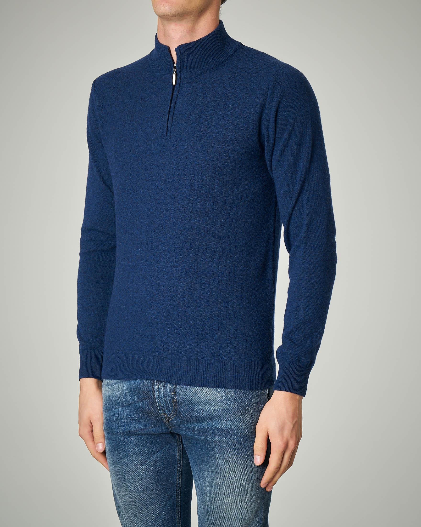 Maglia blu con chiusura mezza-zip